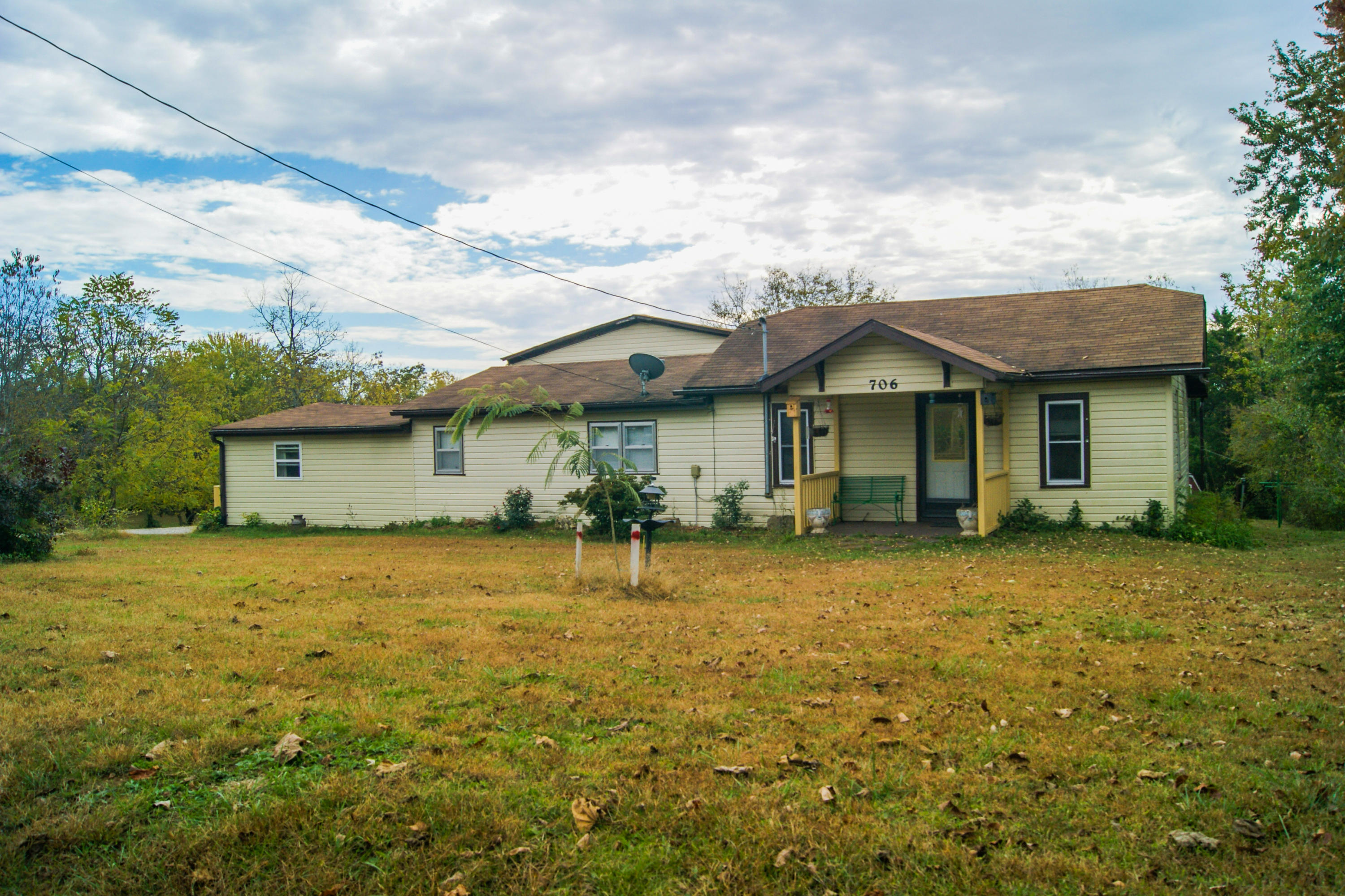 706 South Center Street Willow Springs, MO 65793