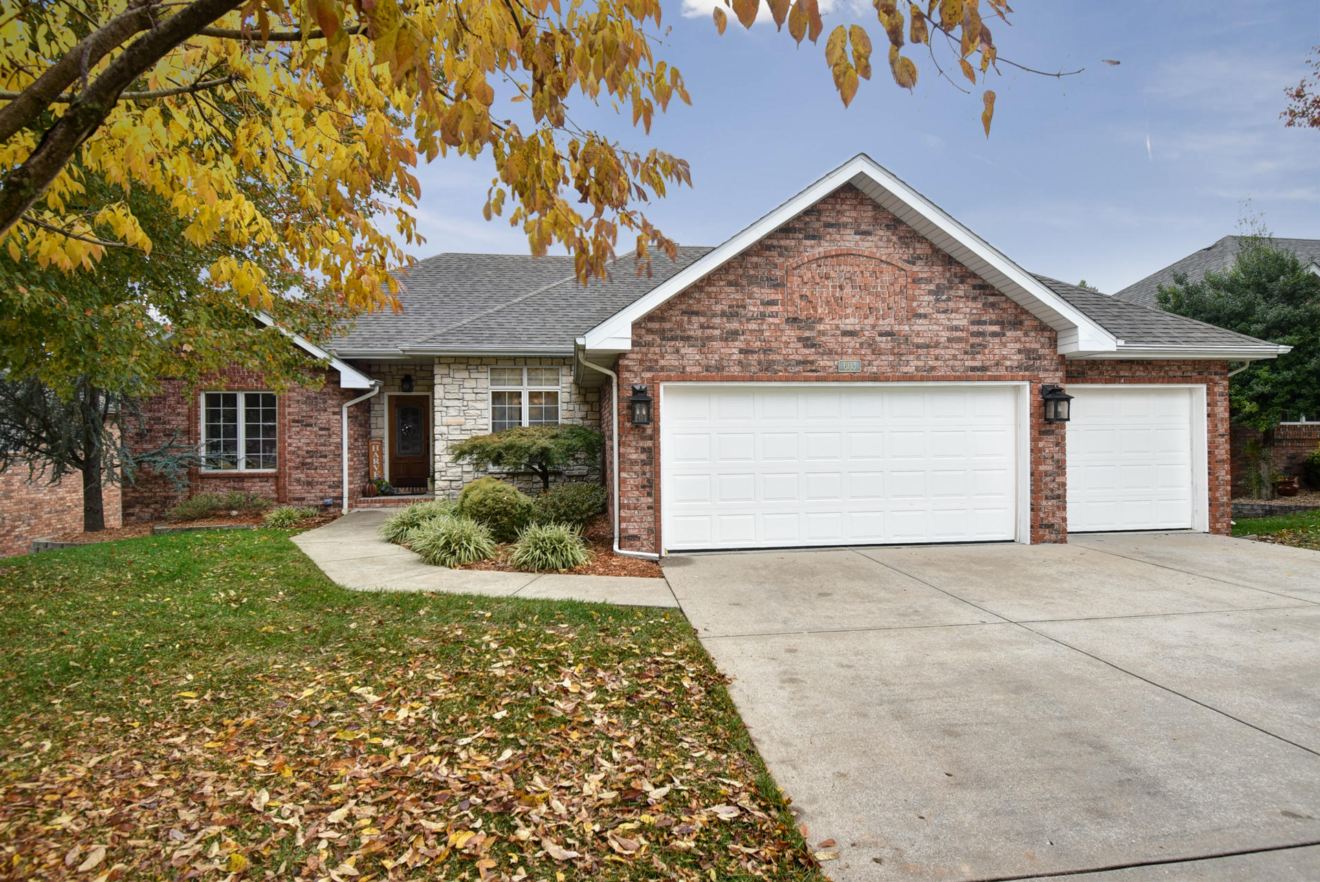 603 East Lakewood Place Springfield, MO 65810