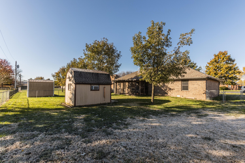 706 South Cedarwood Court Nixa, MO 65714