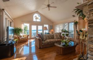 Great room with vaulted ceiling and lots of windows