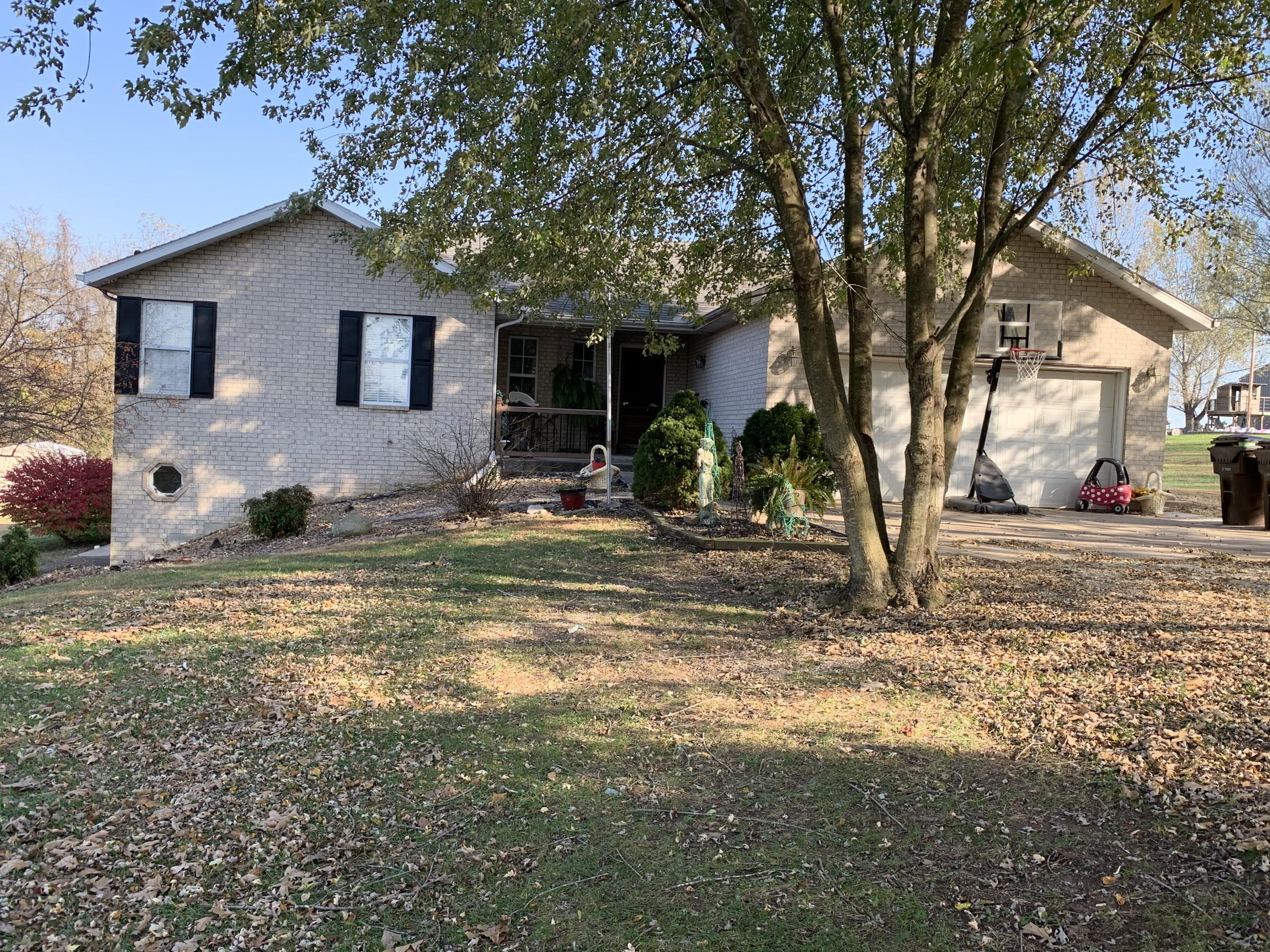910 Lards Road Clever, MO 65631