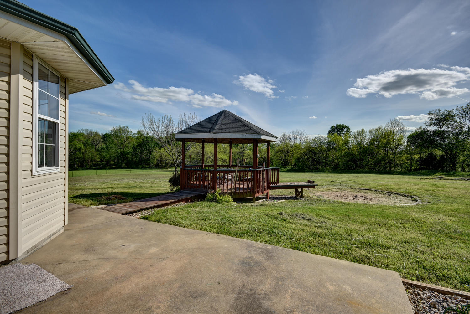 1548 487th Road Bolivar, MO 65613