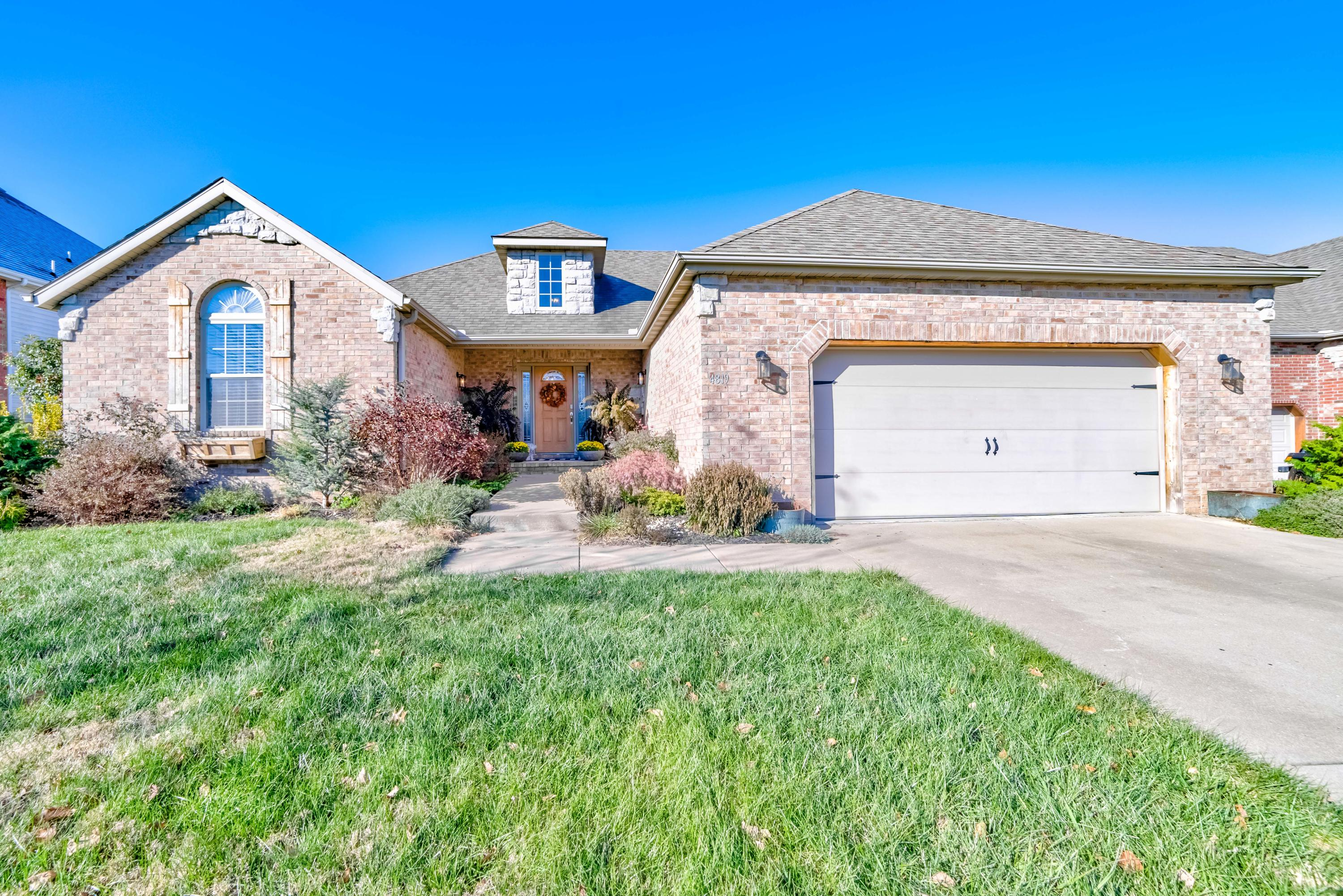 4819 South Tanager Avenue Battlefield, MO 65619