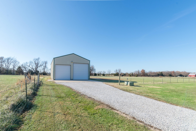 8339 North Farm Road Springfield, MO 65803