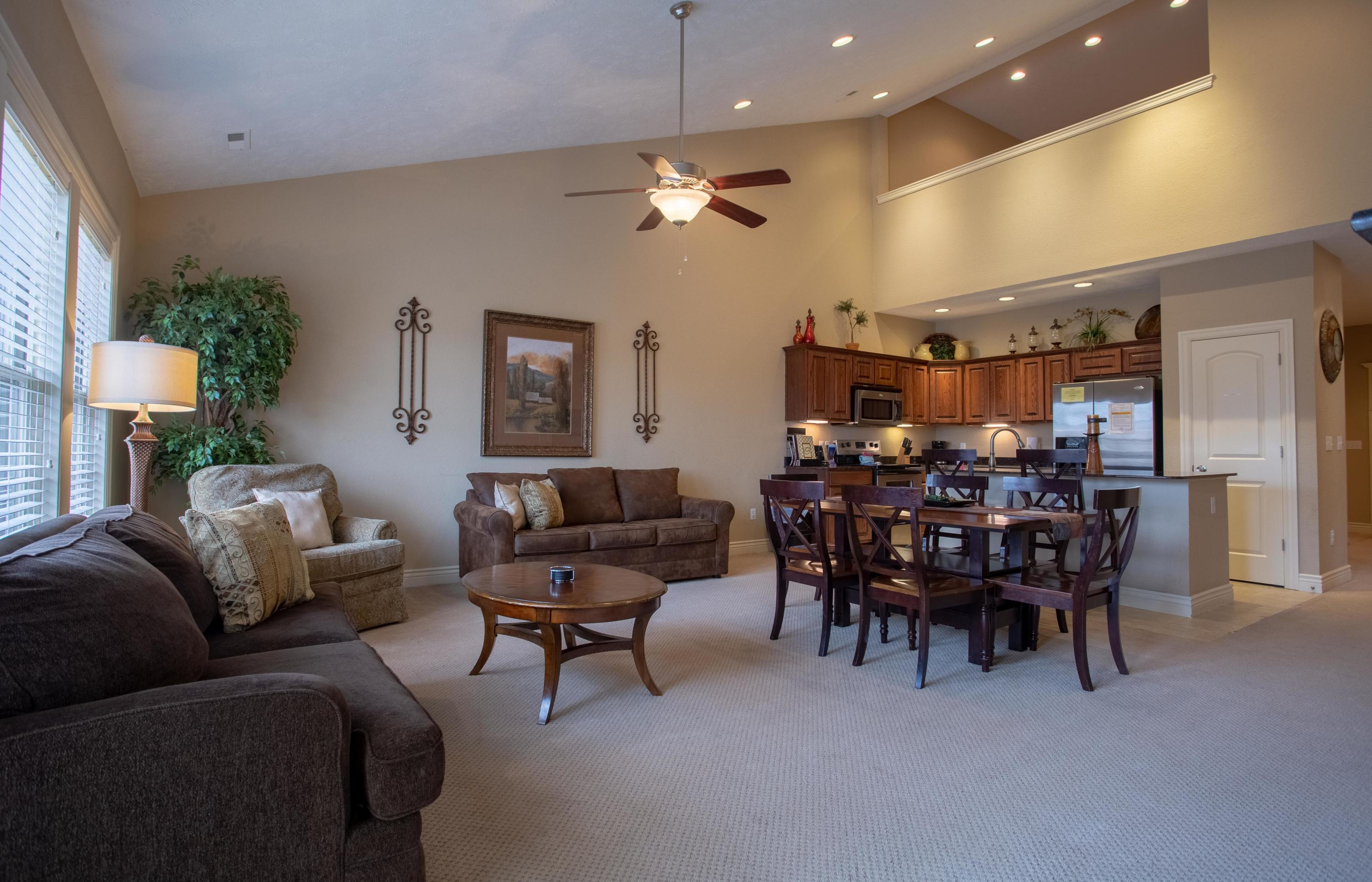112 North Tuscany Drive Hollister, MO 65672