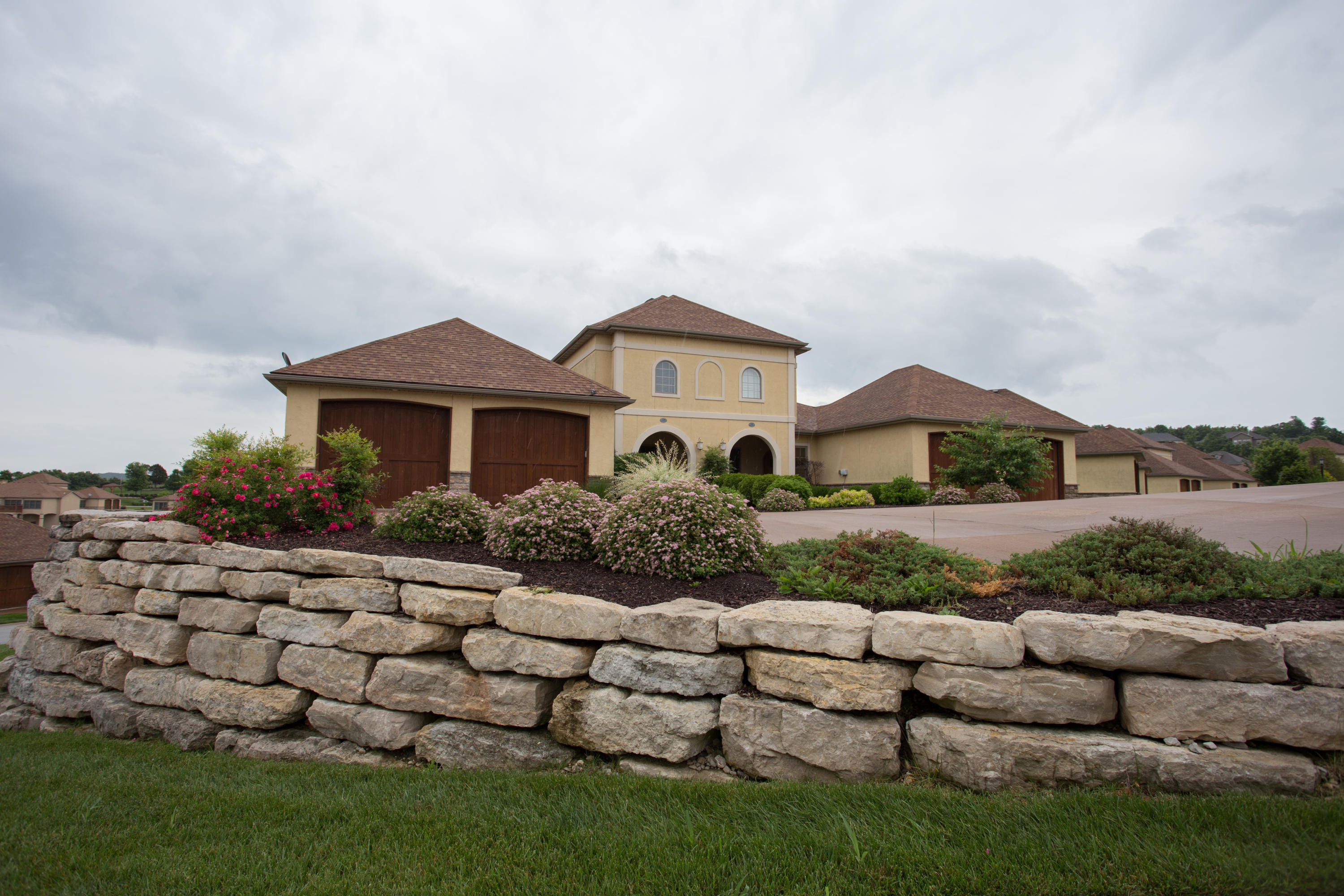 130 North Tuscany Drive Hollister, MO 65672