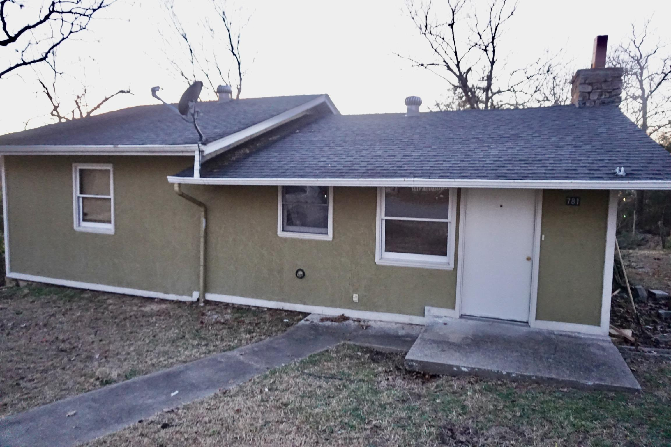 781 Knox Avenue Hollister, MO 65672
