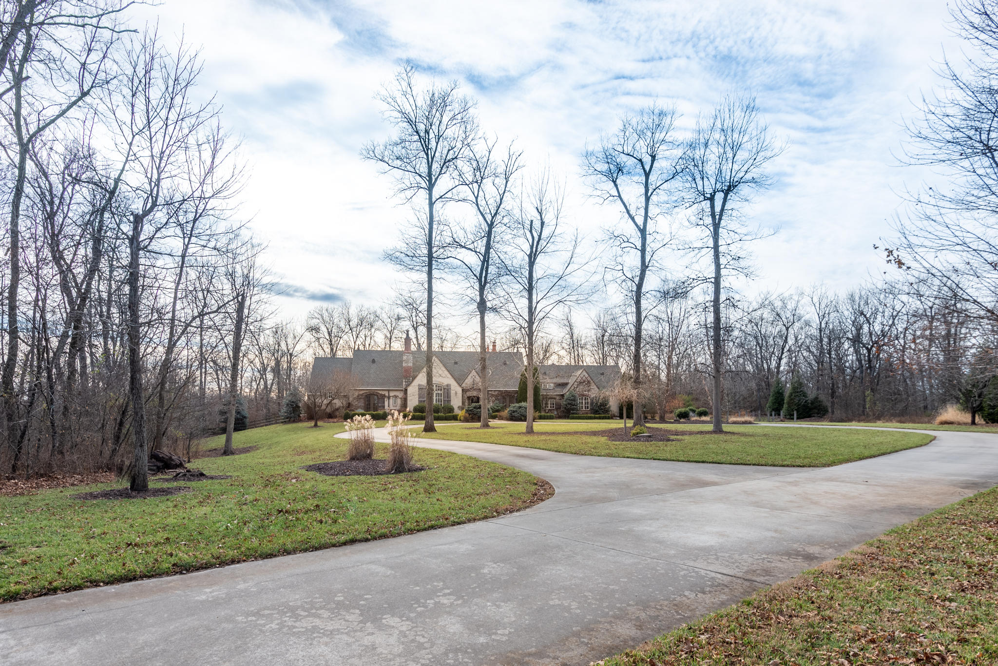 3867 South Royal Crest Lane Rogersville, MO 65742