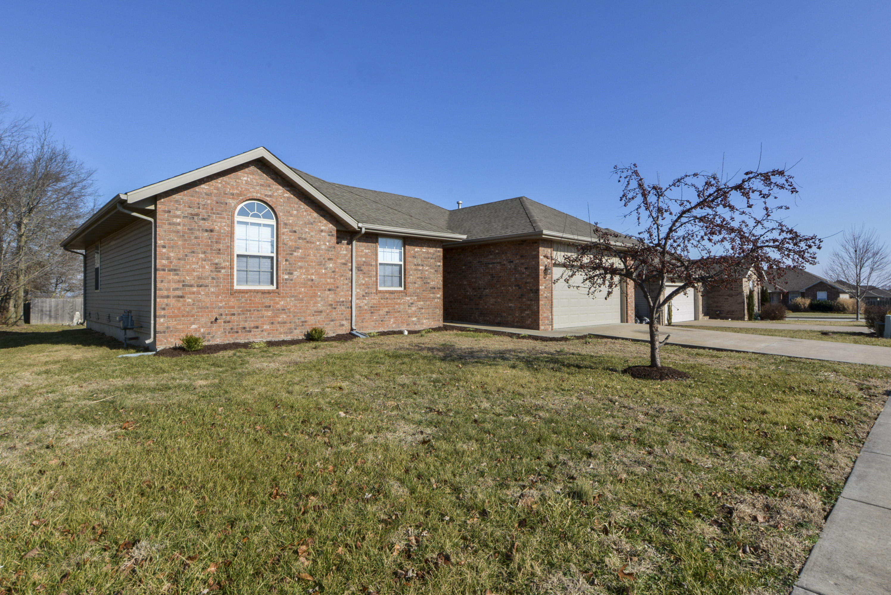 2725 West Cover Drive Ozark, MO 65721