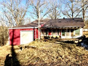 105 Central Ozarks Road, Edwards, MO 65326