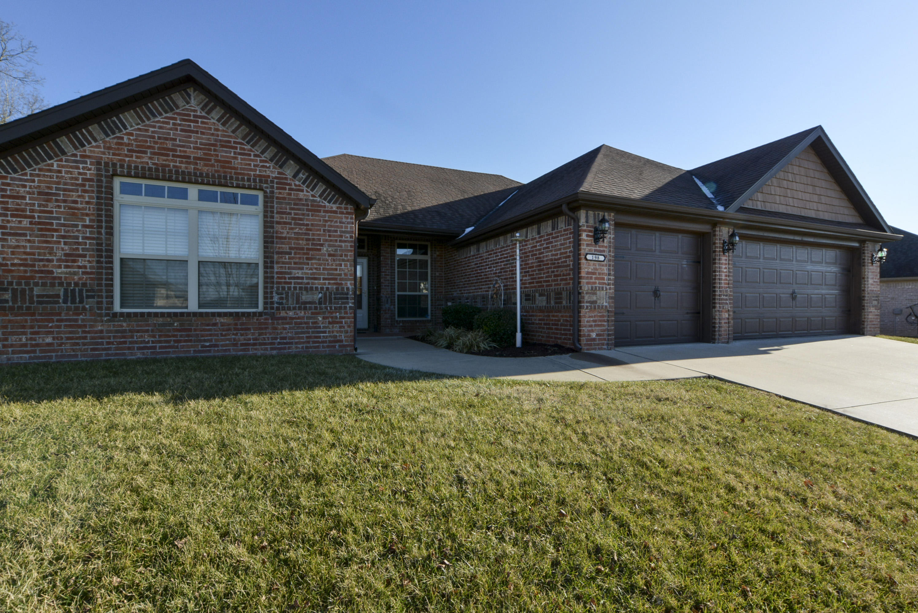 198 Stoney Pointe Drive Hollister, MO 65672