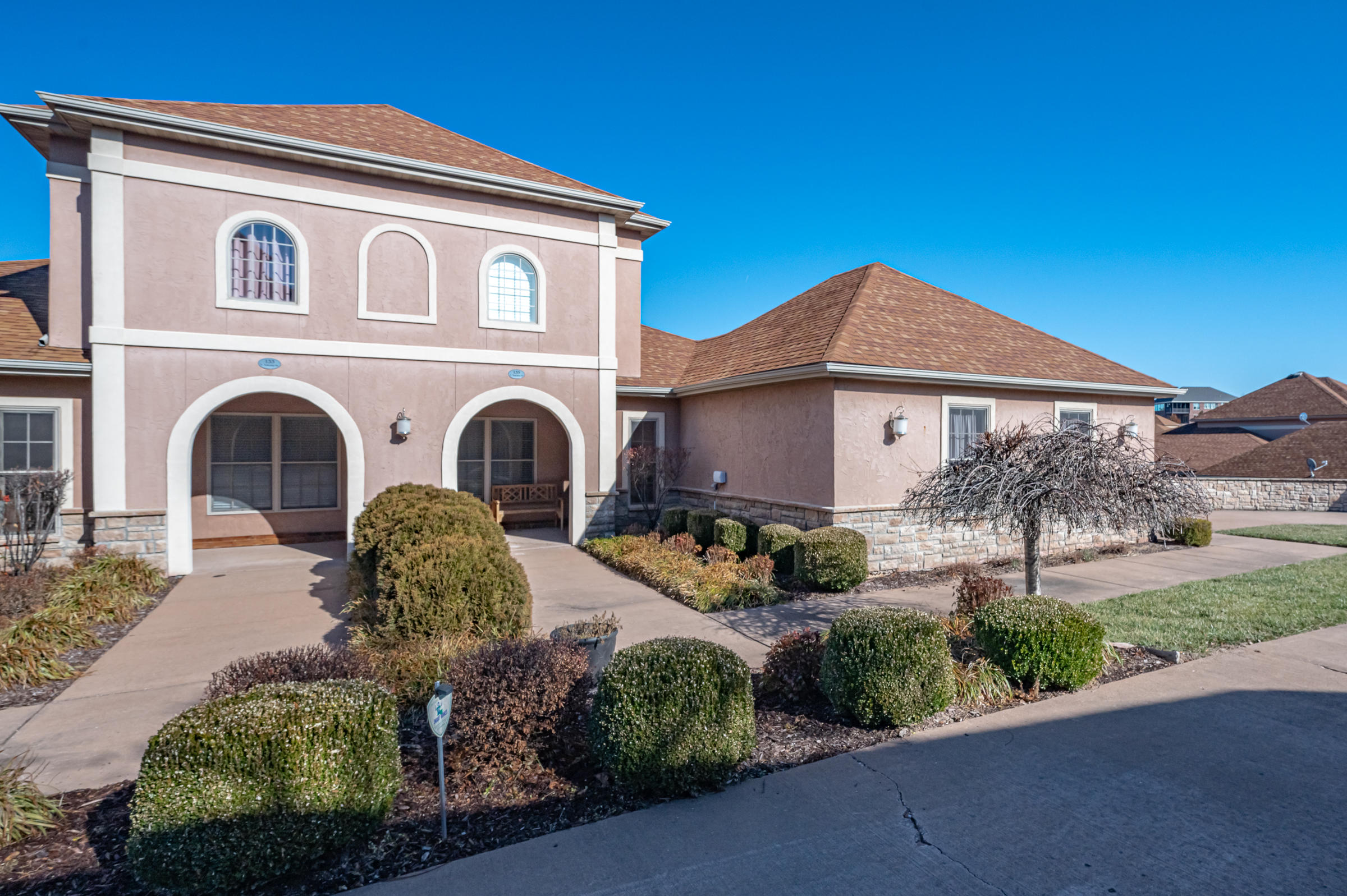 135 North Tuscany Drive Hollister, MO 65672