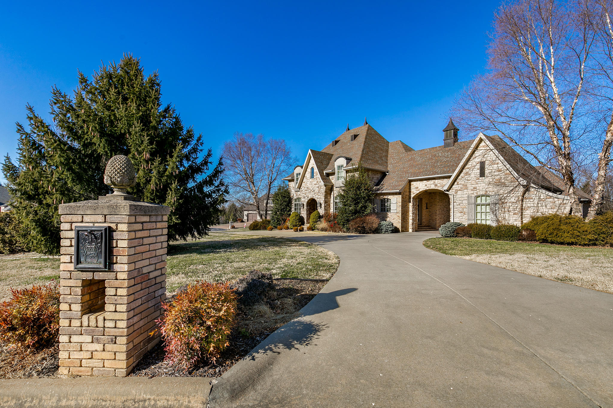 4565 East Spruce Drive Springfield, MO 65809