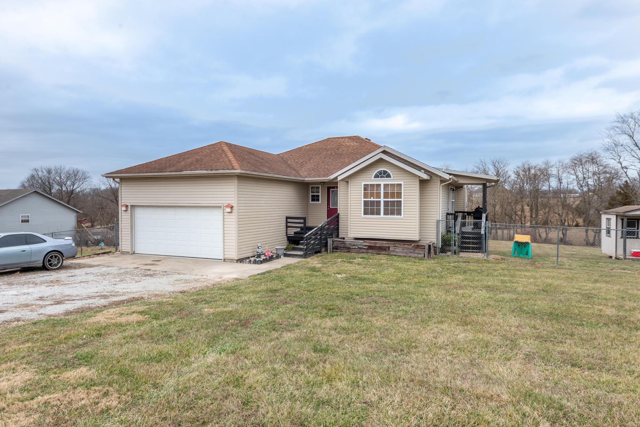 199 Hawthorne Road Highlandville, MO 65669
