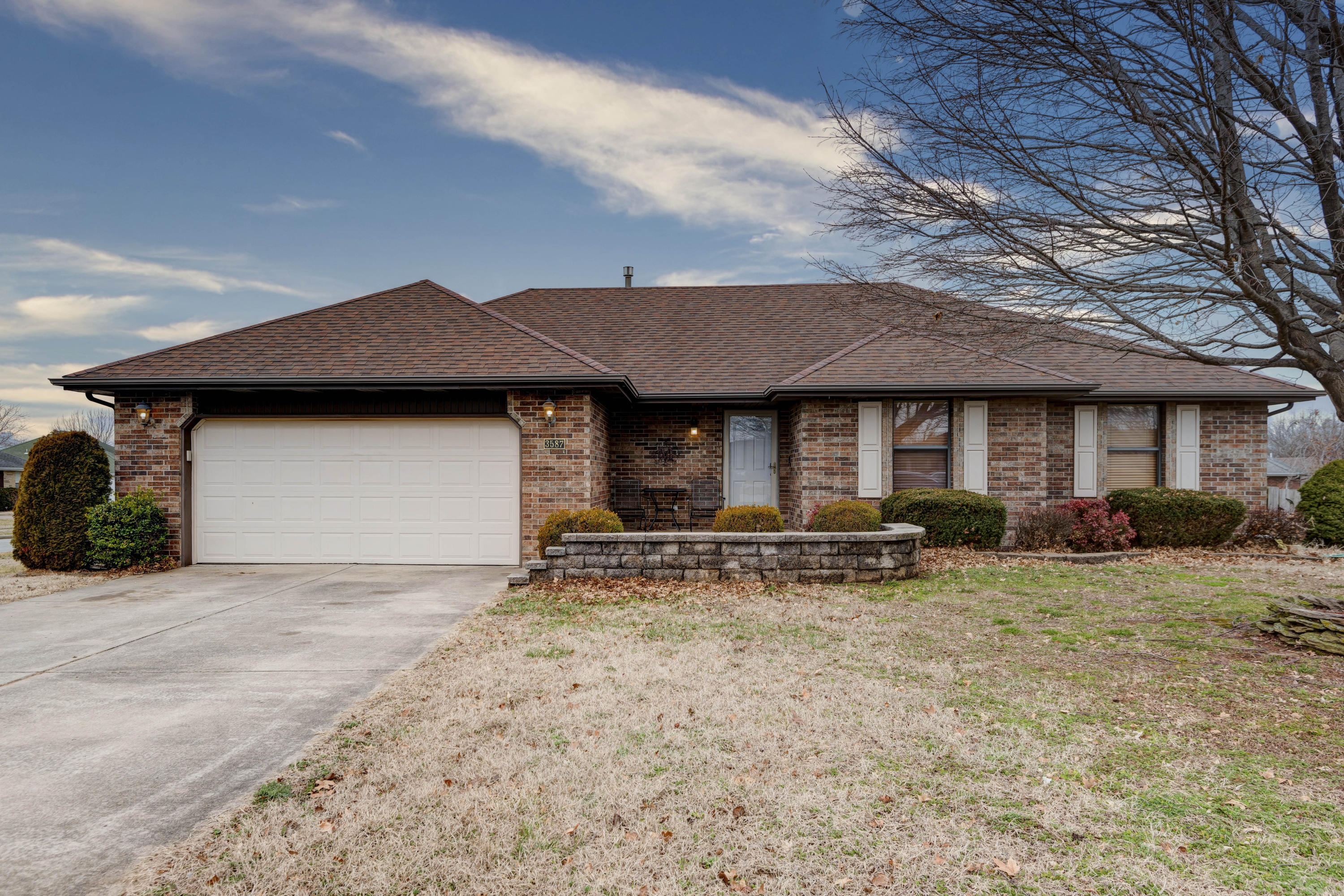 3587 West Shawnee Place Springfield, MO 65810