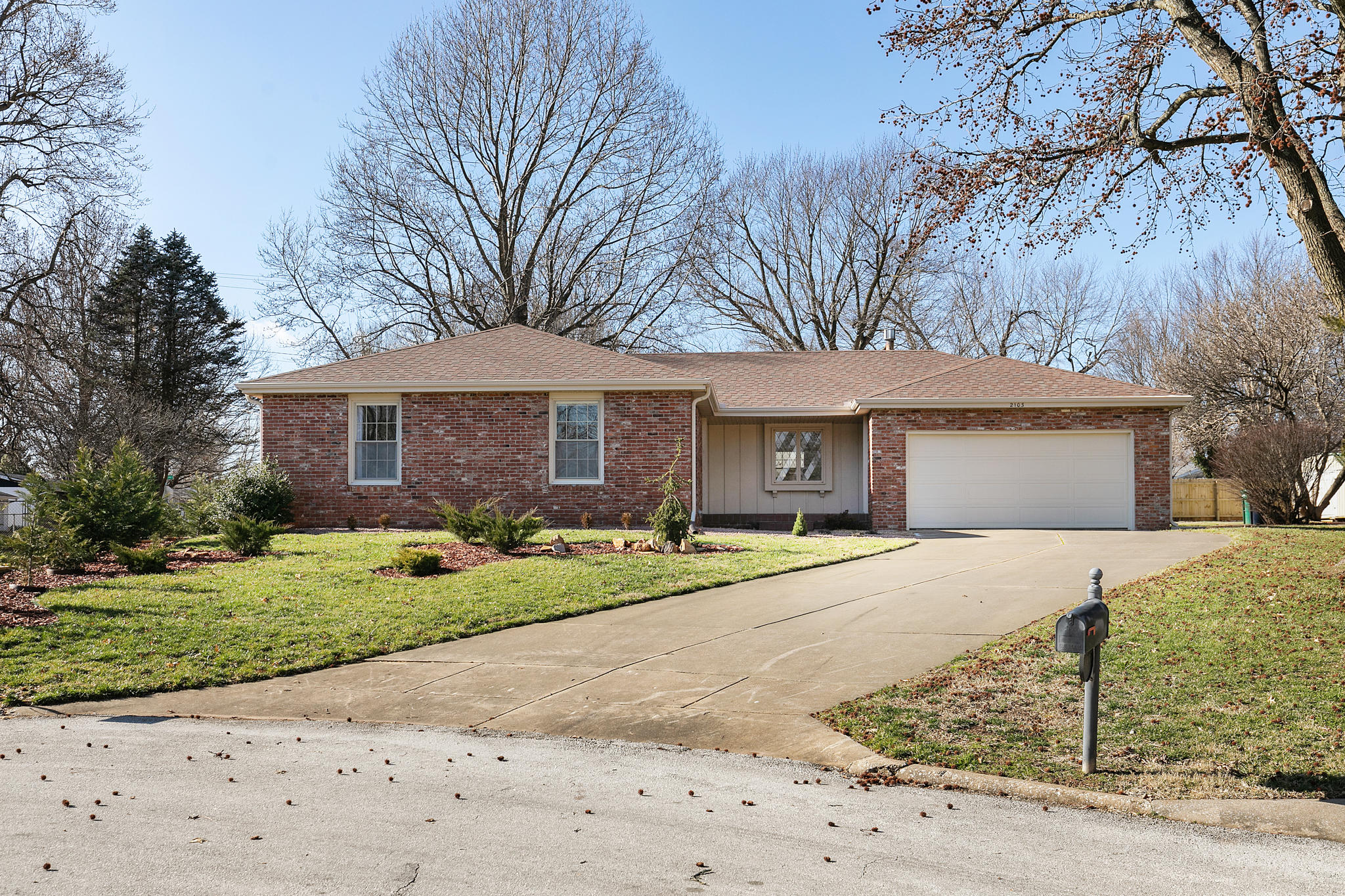 2103 East Rosebrier Place Springfield, MO 65804