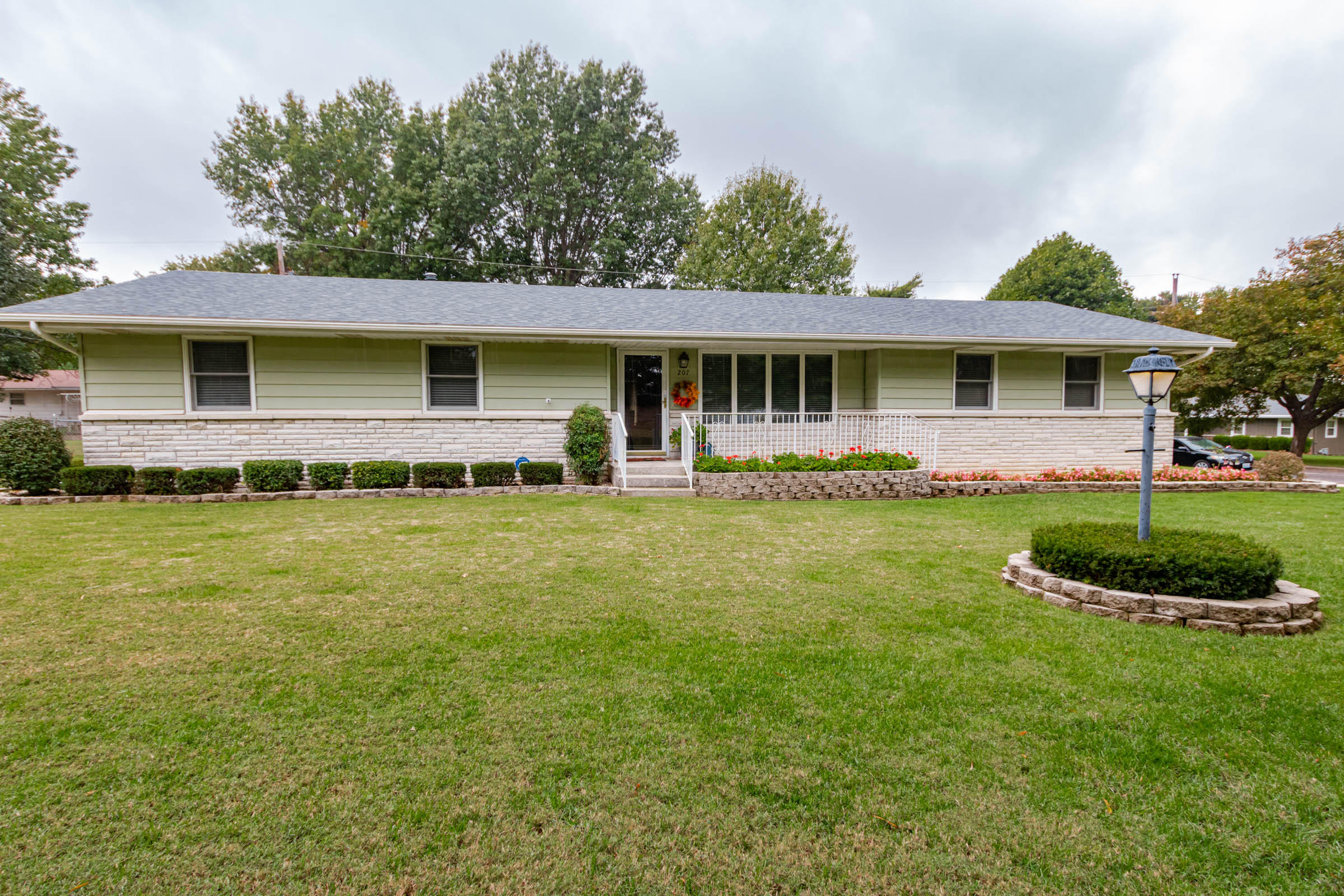 207 South York Avenue Springfield, MO 65802