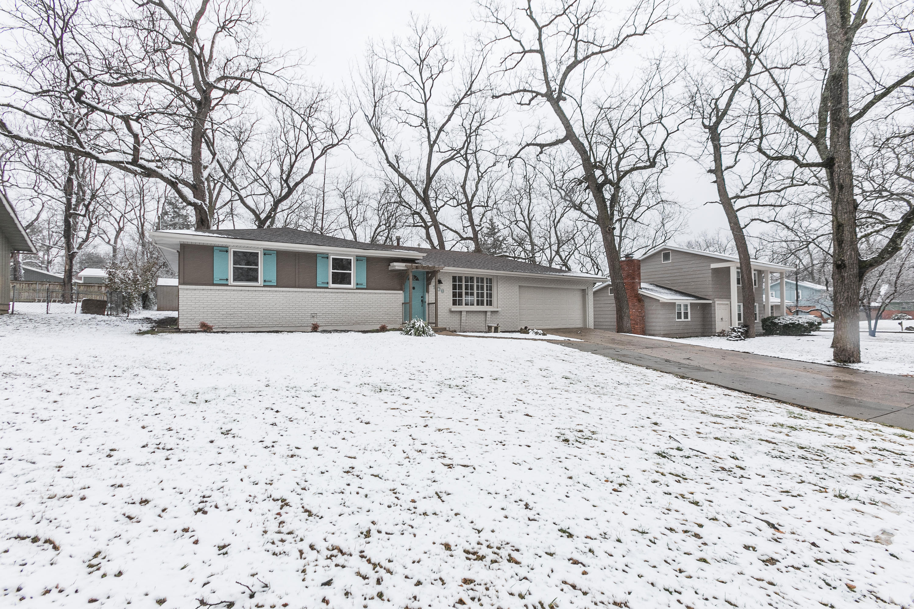 906 West Valley Court Springfield, MO 65807