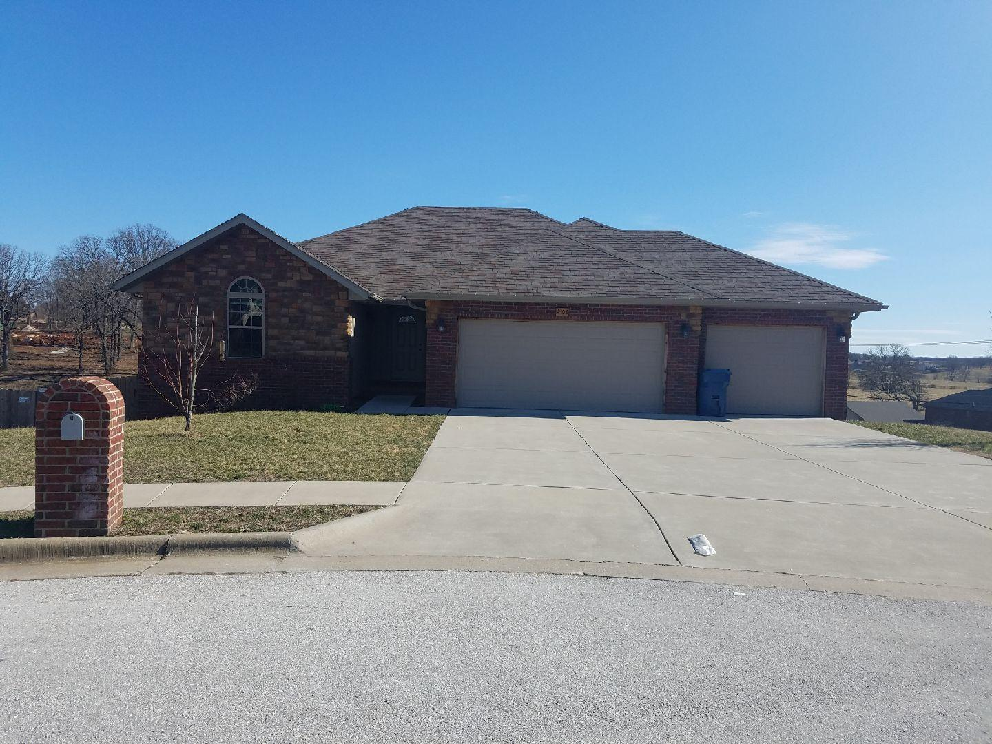 2108 South Gristmill Court Ozark, MO 65721