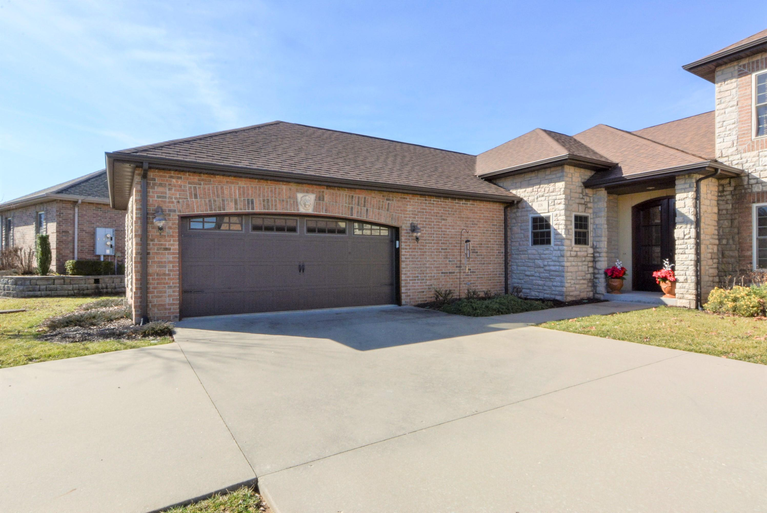118 South Tuscany Drive Hollister, MO 65672