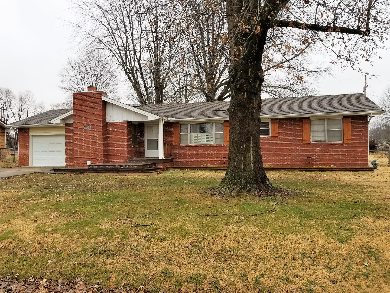 102 North Grand Prairie Drive Willard, MO 65781