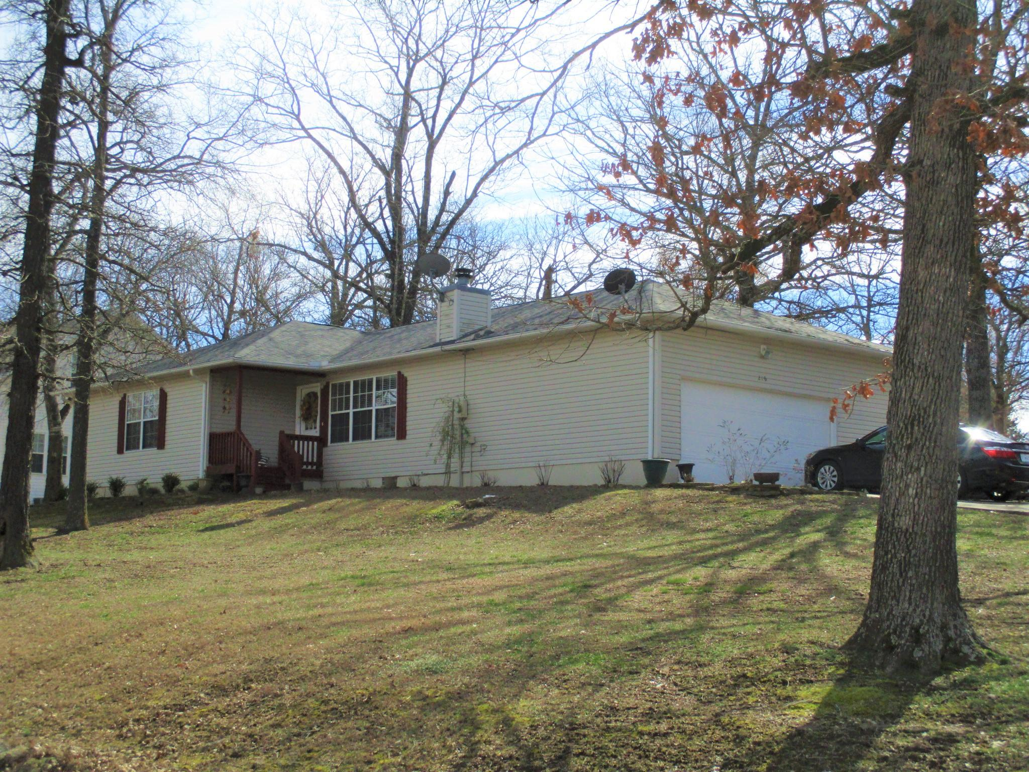 218 North Maple Street Blue Eye, MO 65611
