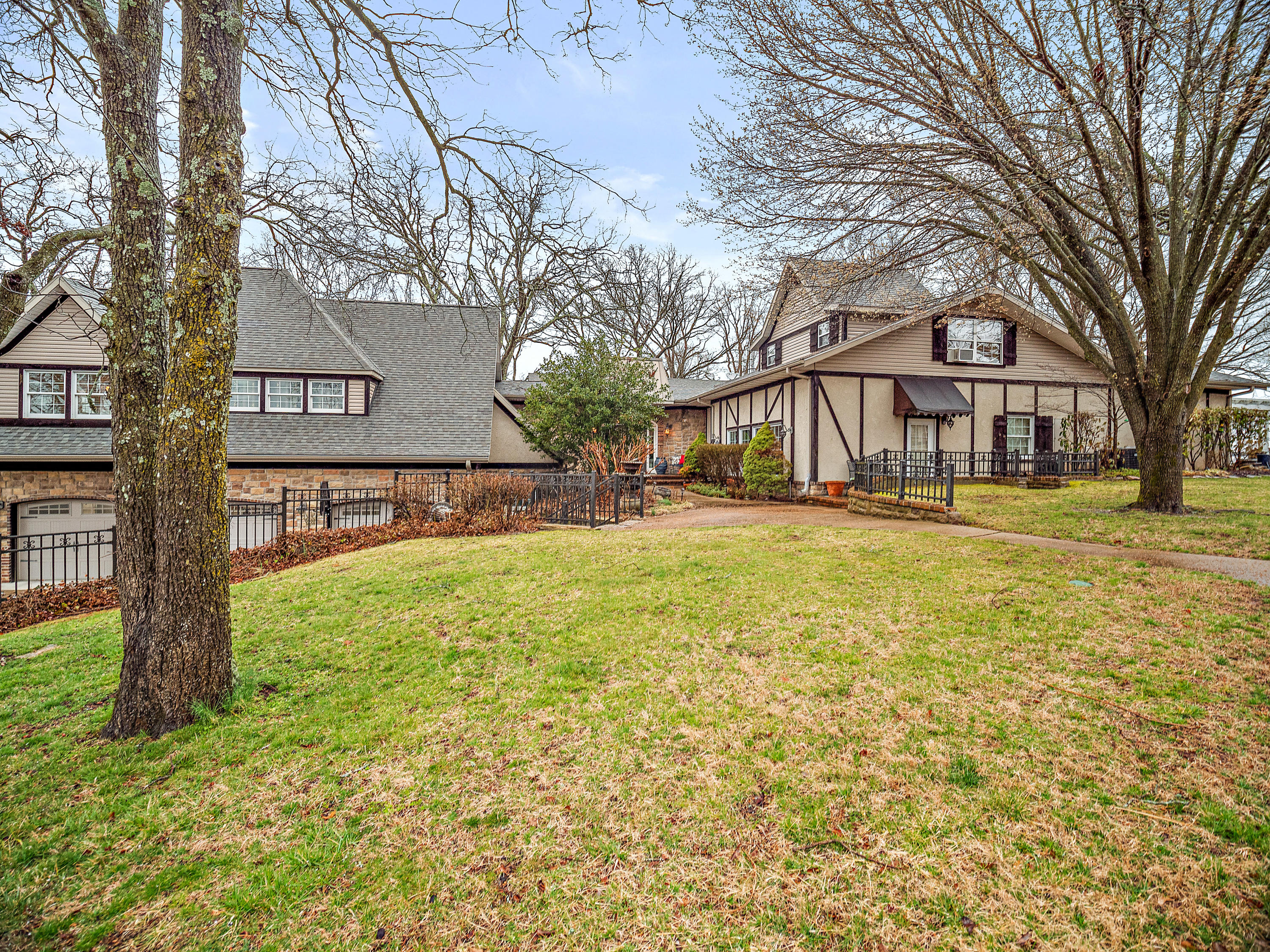 5044 Bear Creek Road Reeds Spring, MO 65737