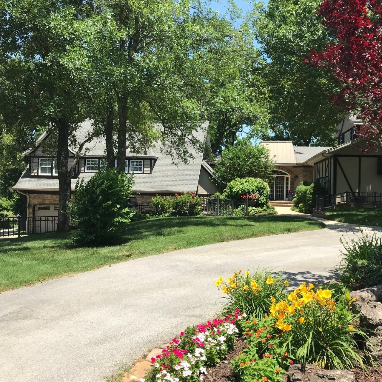 5044 Bear Creek Road Reeds Spring, MO 65737