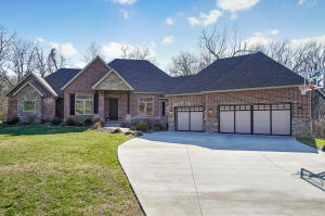 5239 South Hawthorne Drive, Springfield, MO 65804
