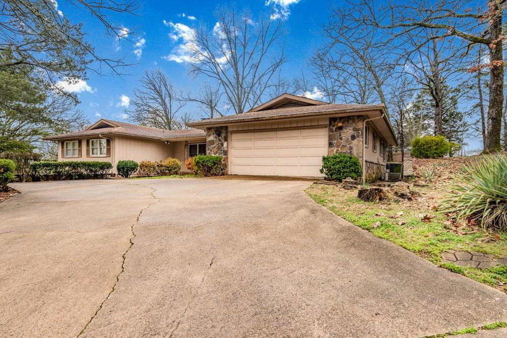 106 East End Road Branson, MO 65616