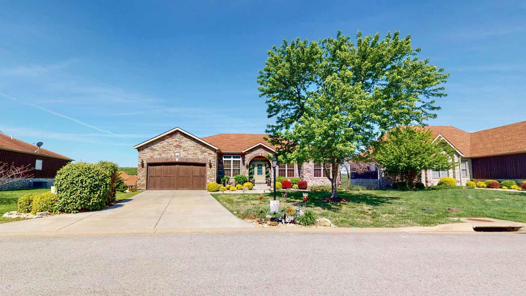 185 Stoney Pointe Drive Hollister, MO 65672