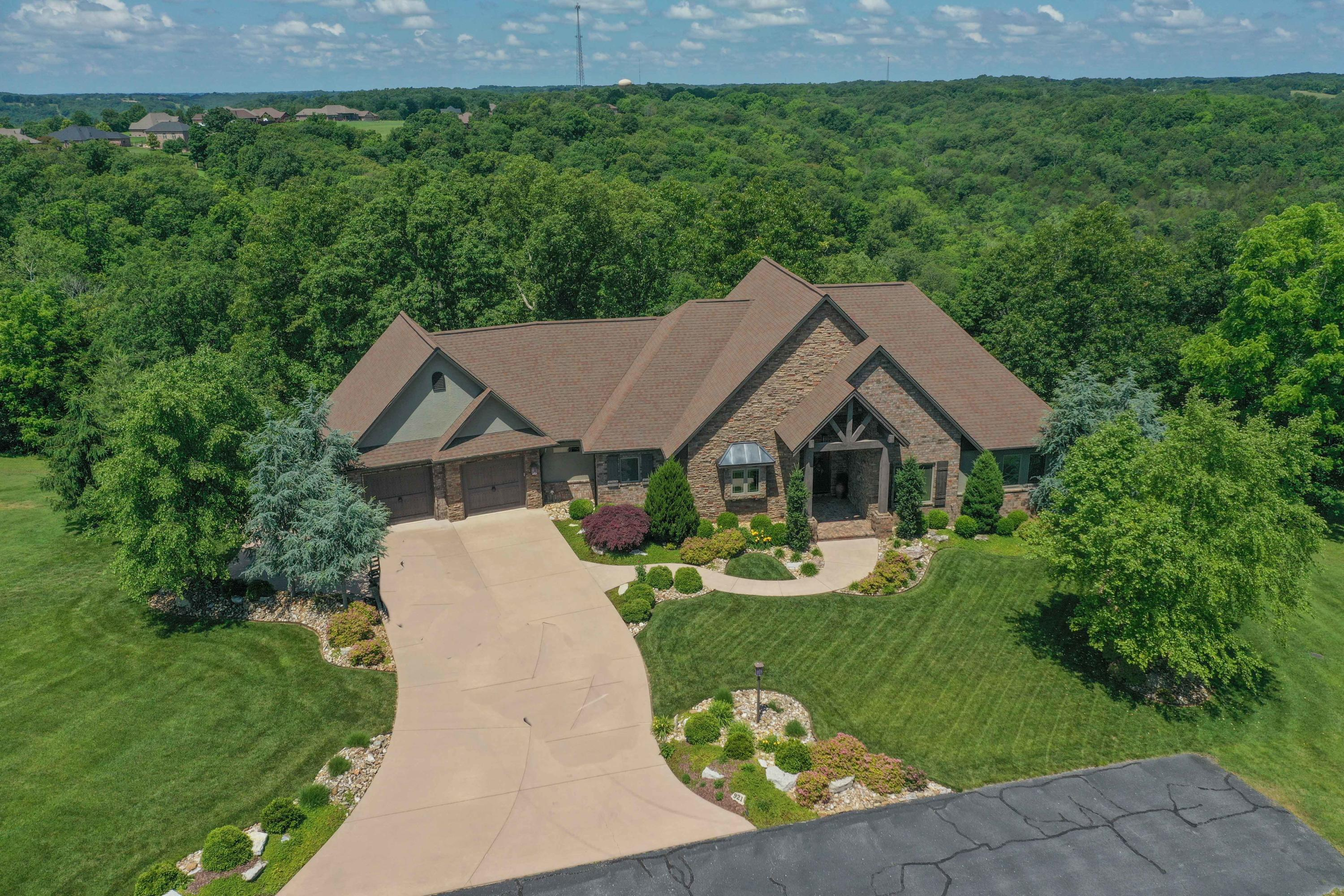 921 Forest View Court Saddlebrooke, MO 65630