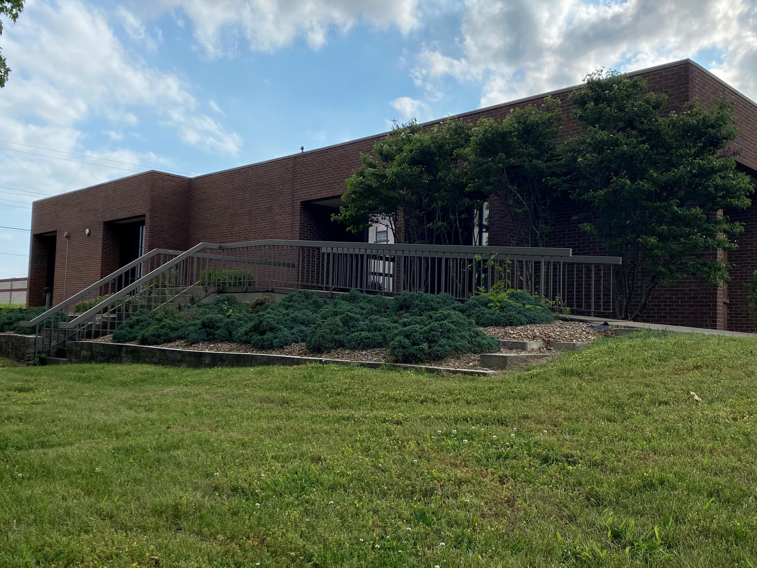 3148 East Chestnut Expressway Springfield, MO 65802