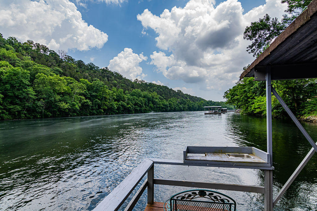 318 River Point Road Hollister, MO 65672