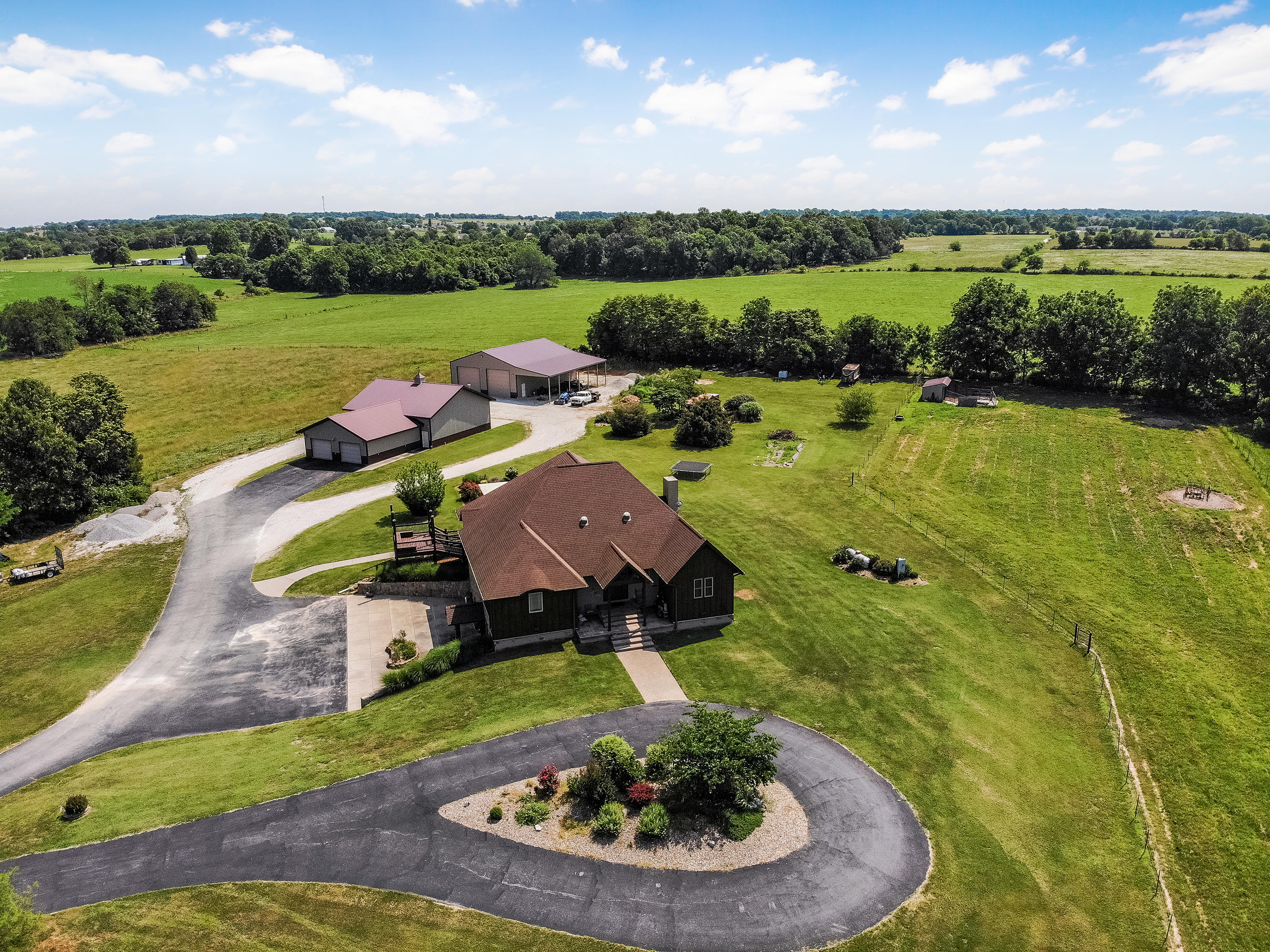 16326 Lawrence 1232 Marionville, MO 65705