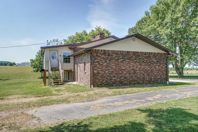 5438 North Farm Rd Springfield, MO 65803