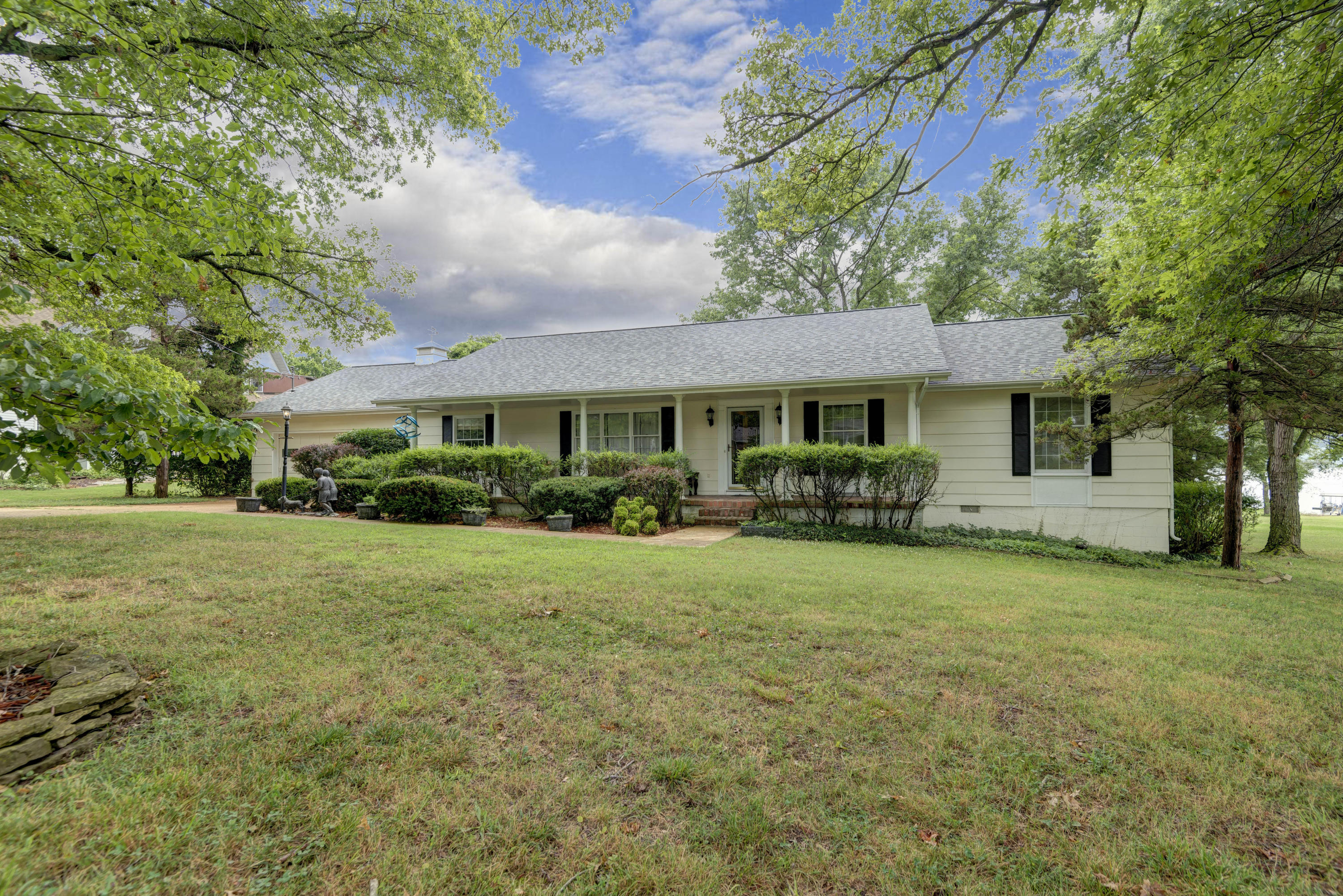 889 Parkview Drive Hollister, MO 65672