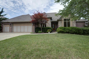 6025 South Lakepoint Drive, Springfield, MO 65804