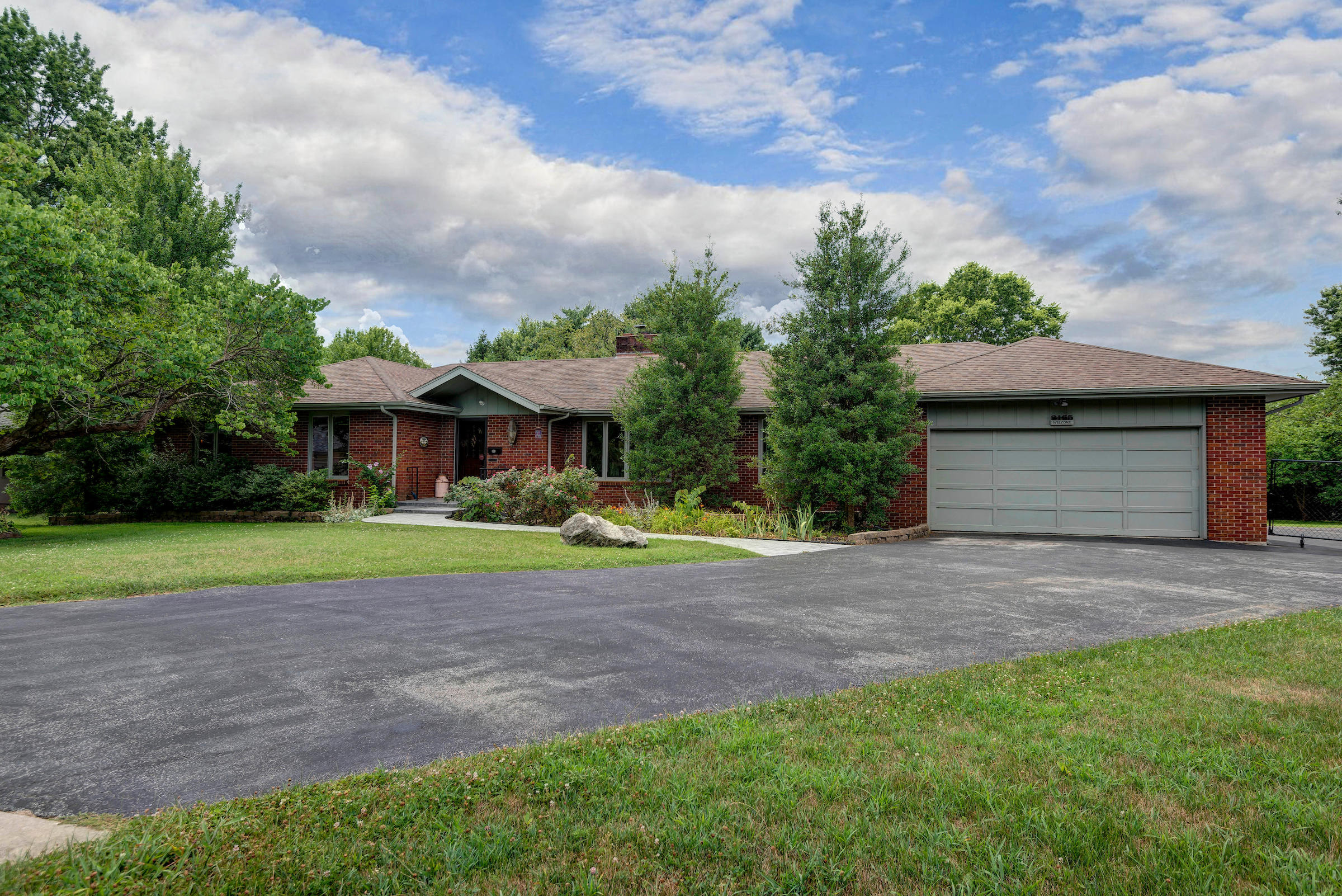 2165 South Bruce Court Springfield, MO 65804