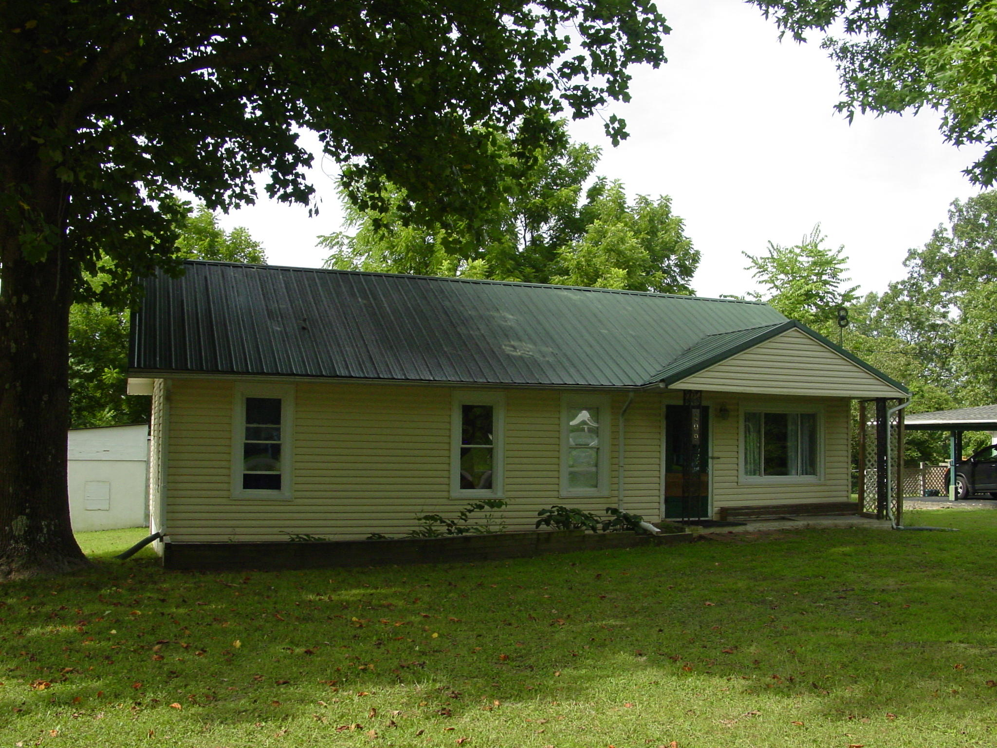209 East Maud Avenue Crane, MO 65633