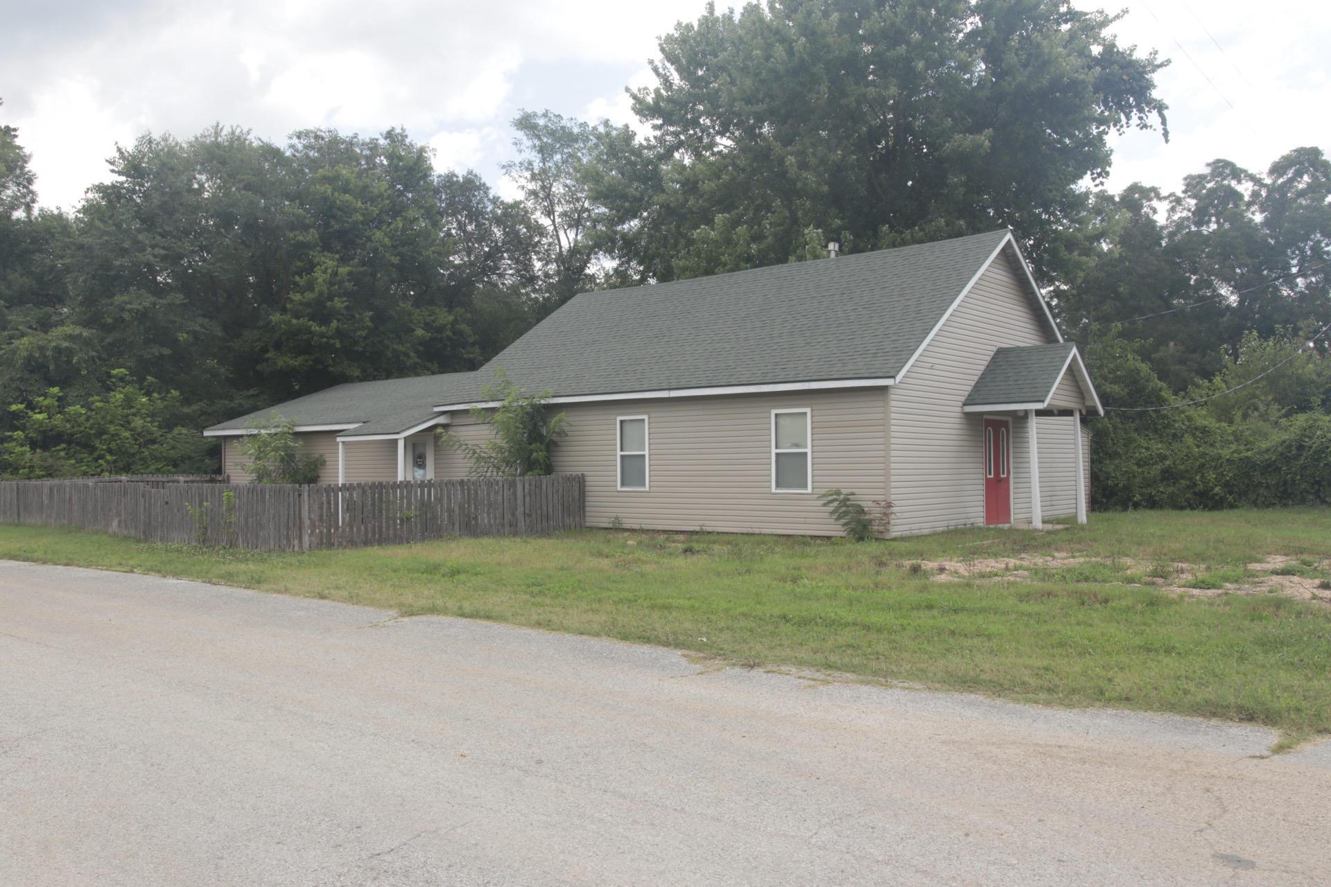320 Emerald Street Taneyville, MO 65759