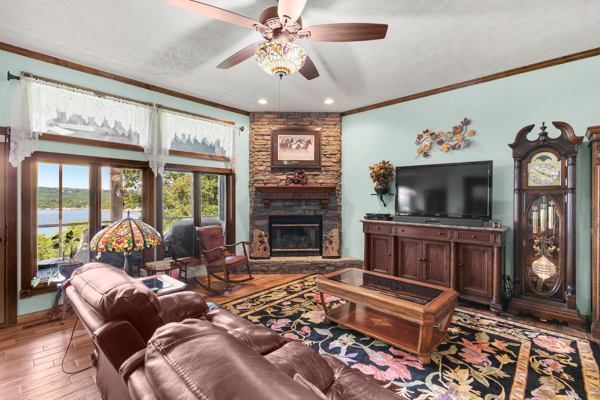 425 Silverbridge Lane Kimberling City, MO 65686