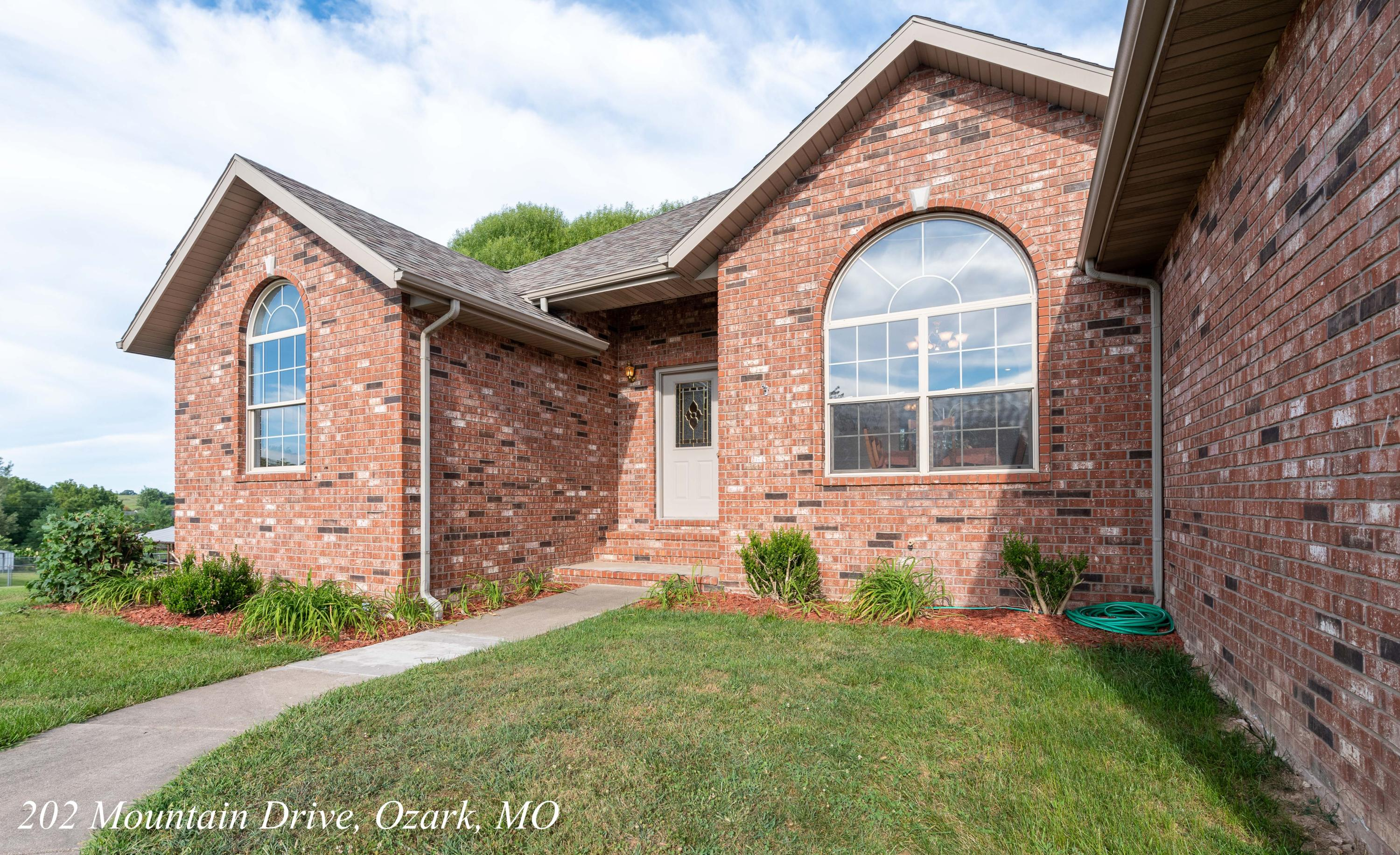 202 Mountain Drive Ozark, MO 65721
