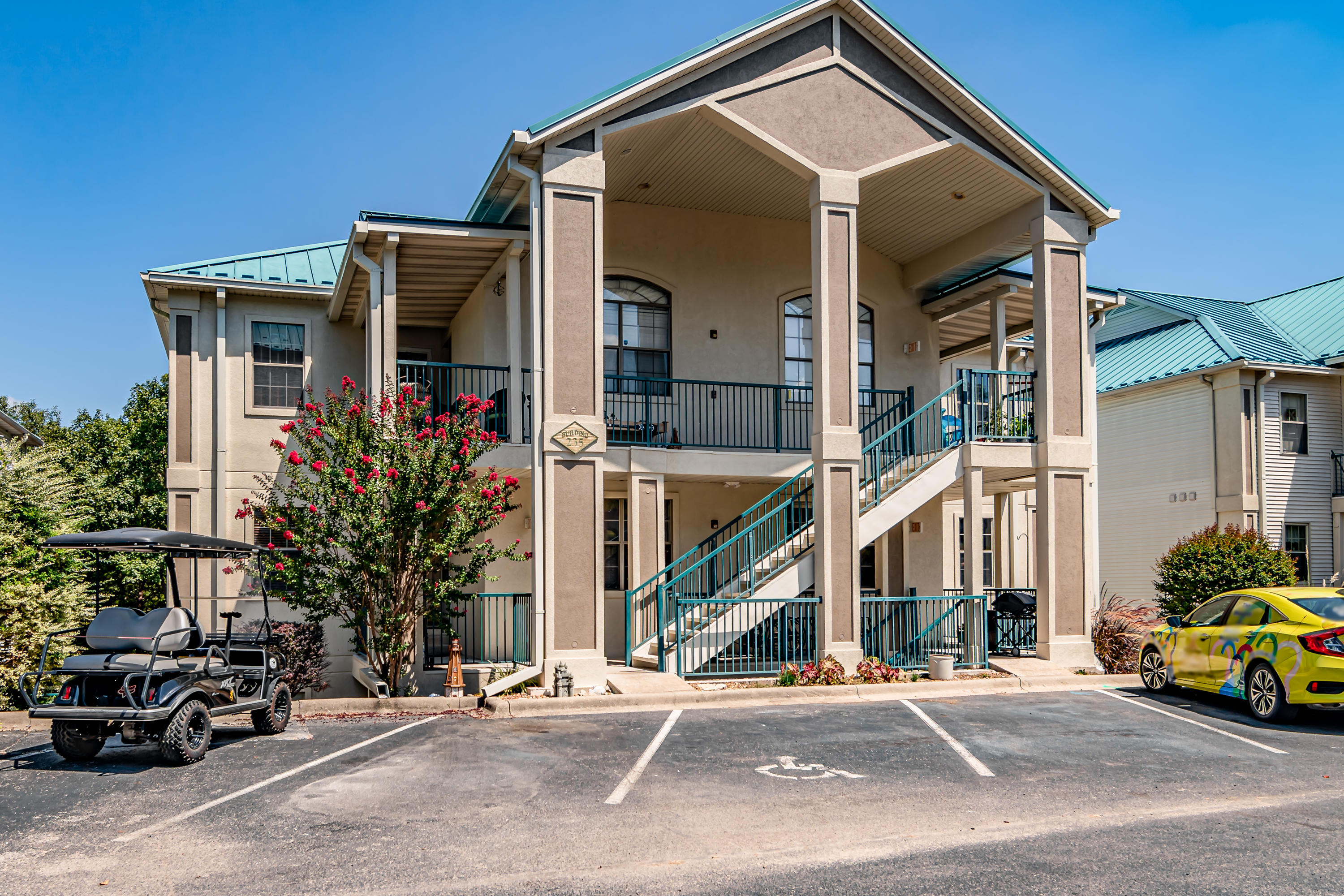 235 Lower Emerald Bay Circle UNIT 4 Hollister, MO 65672