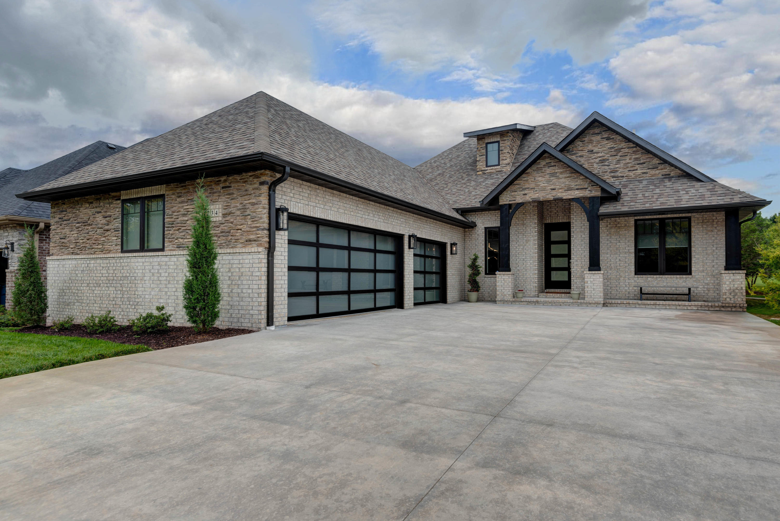 3734 East Cypress Point Springfield, MO 65802
