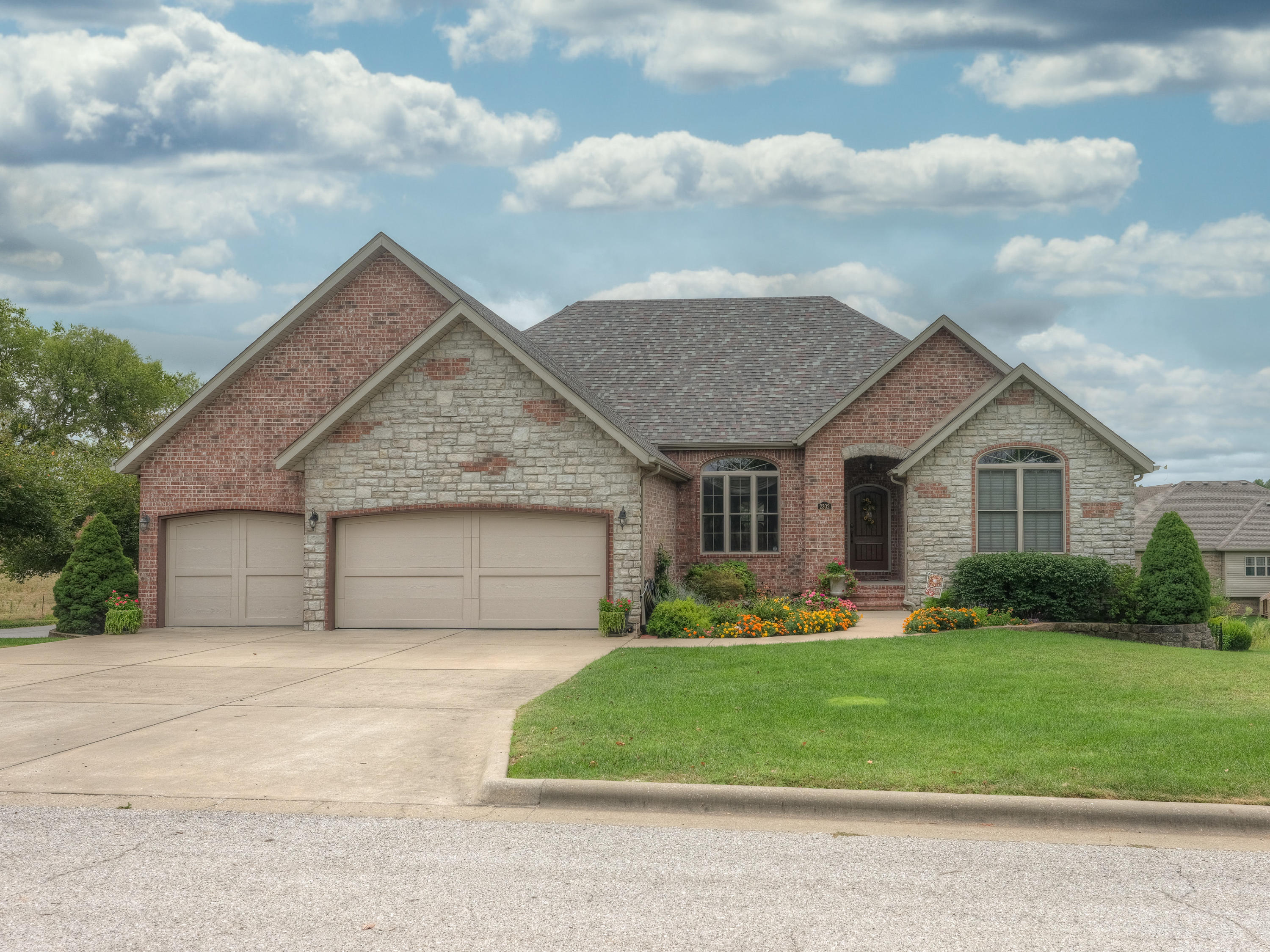 2302 East Hawkins Court Ozark, MO 65721