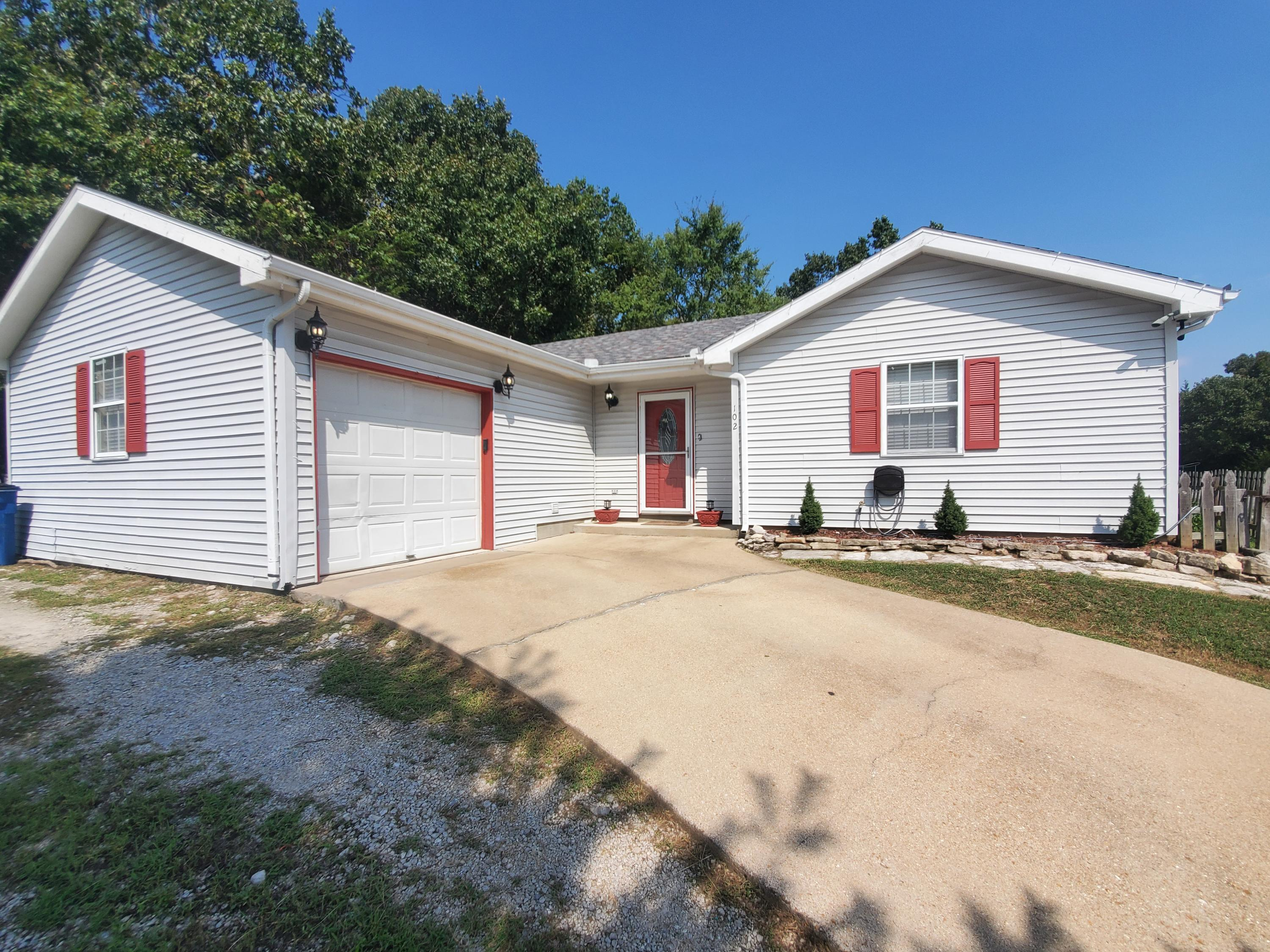102 Shawn Road Kirbyville, MO 65679