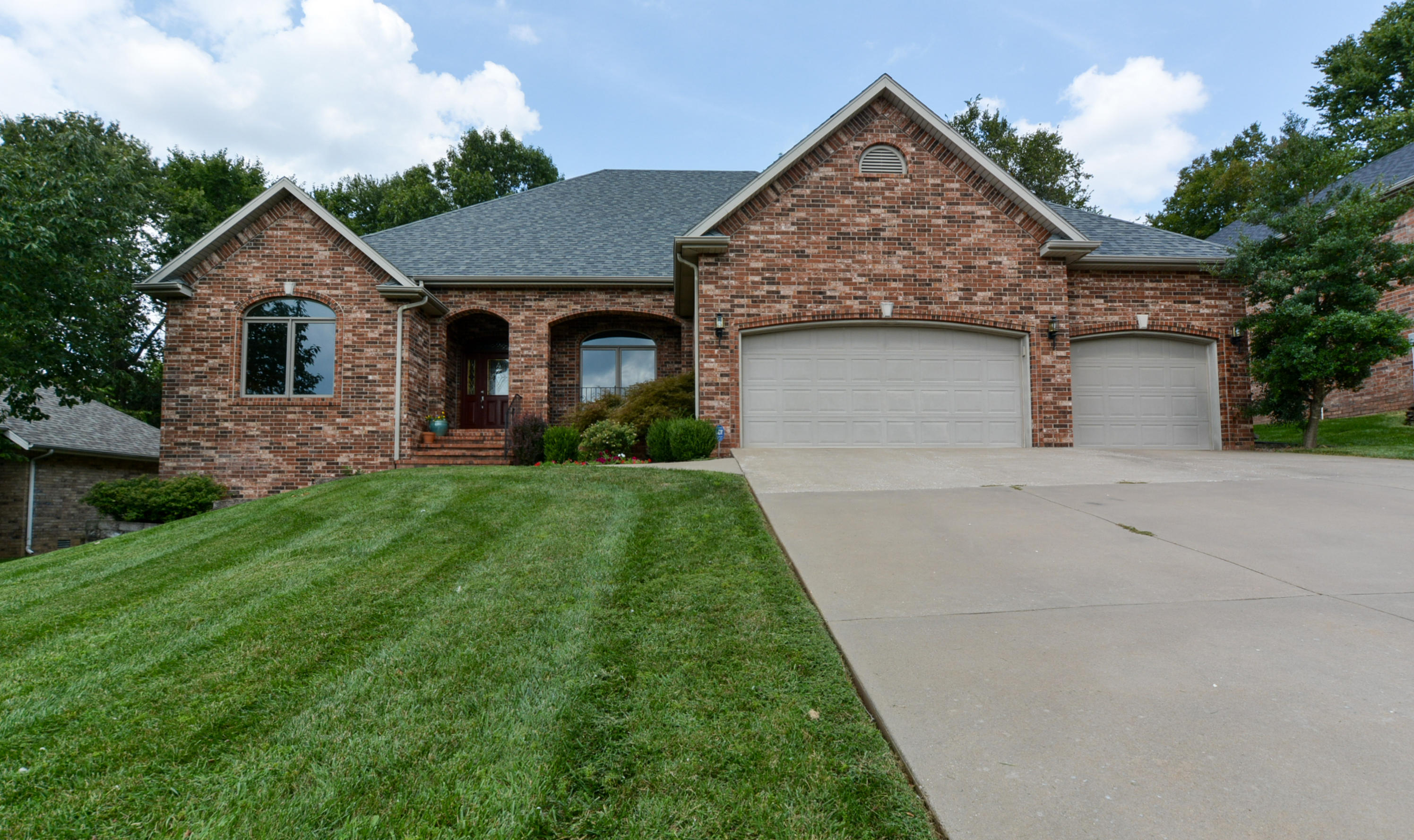 1369 West Oakville Road Springfield, MO 65810