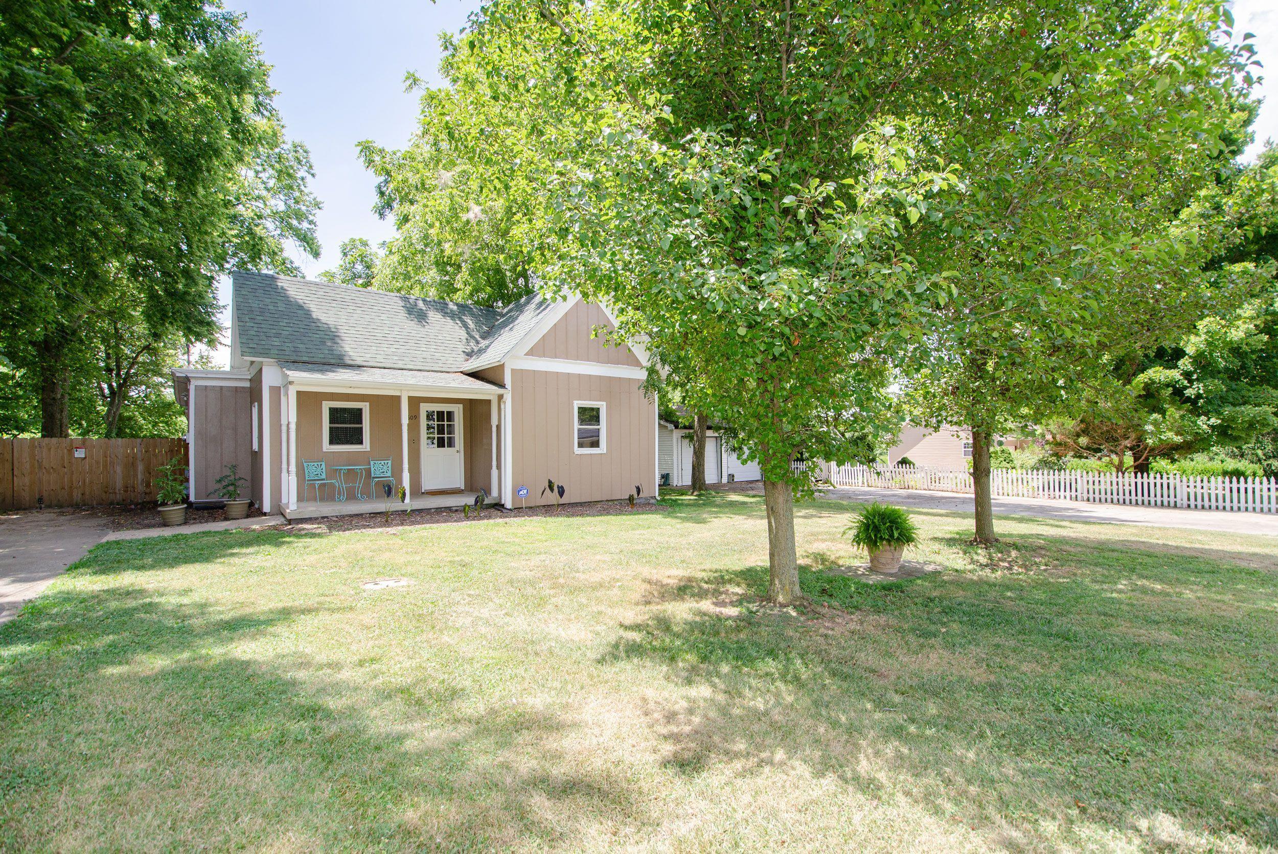 609 East Prairie Lane Ash Grove, MO 65604