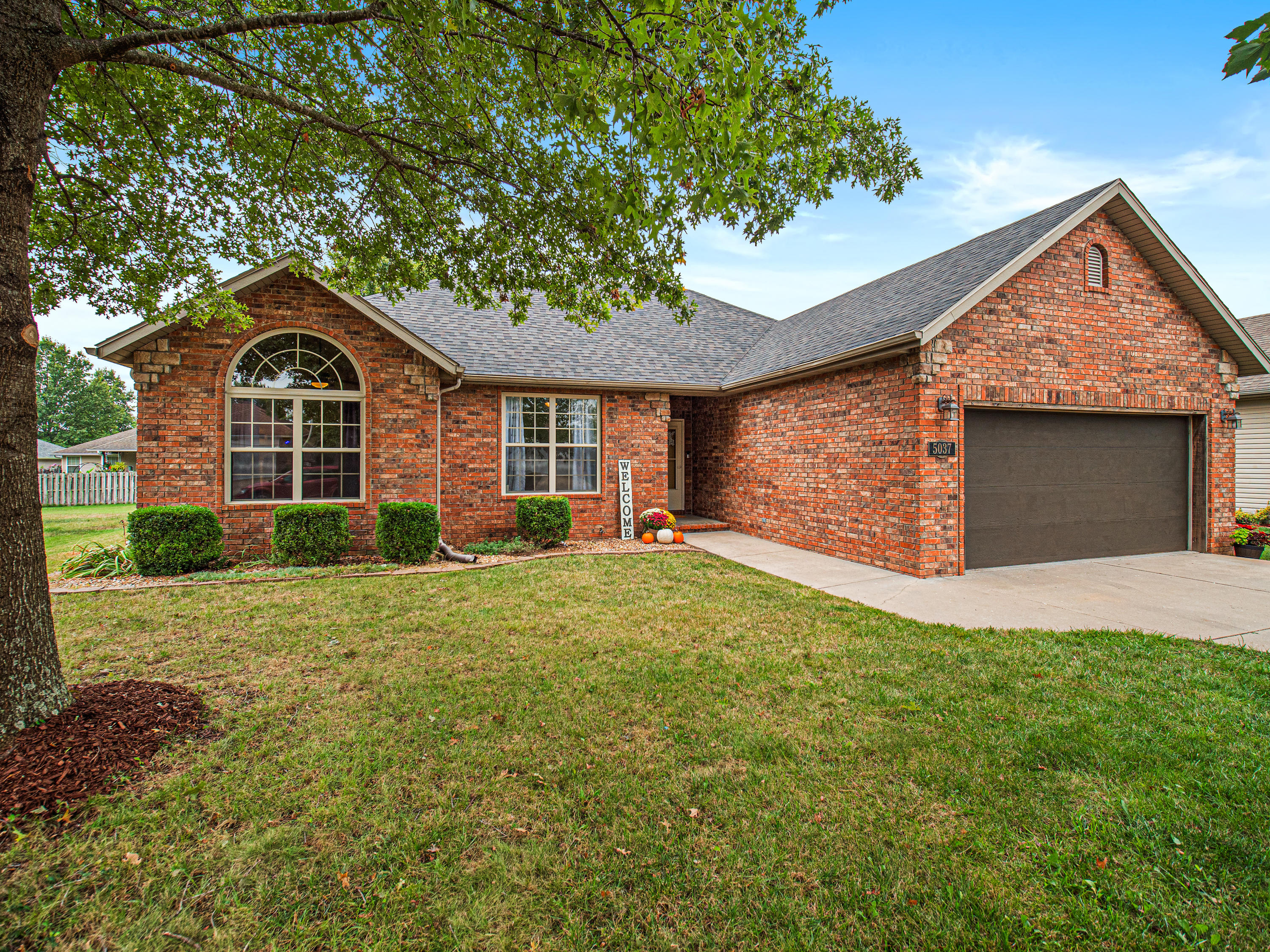 5037 South Red Oak Battlefield, MO 65619